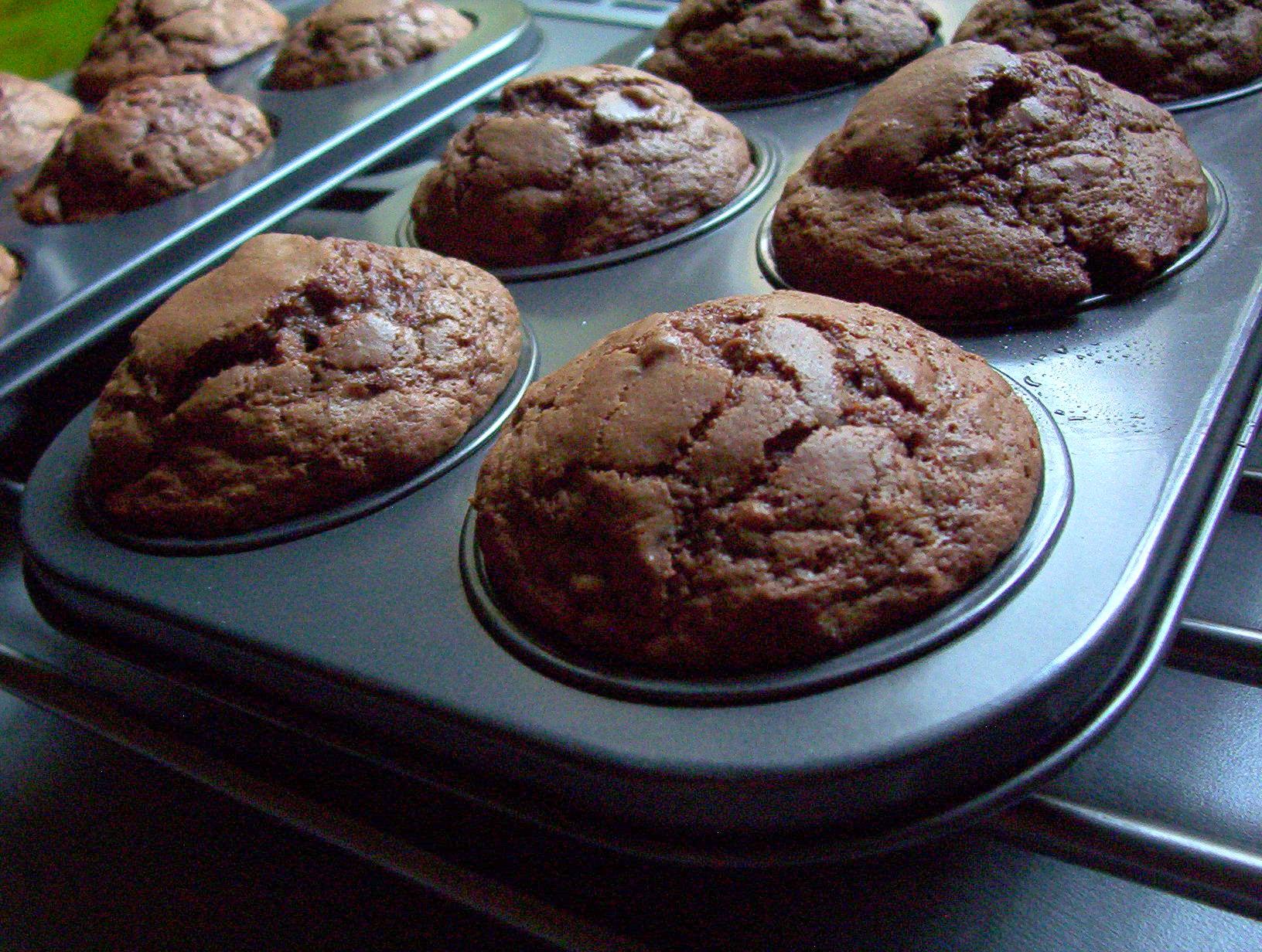 Čokoládové muffiny s mandlovými plátky