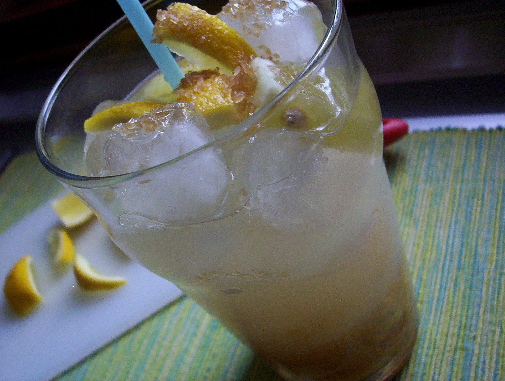 Sambuca lemon drink