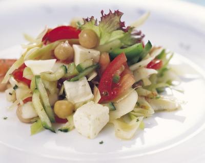 Cizrnový salát se zeleninou