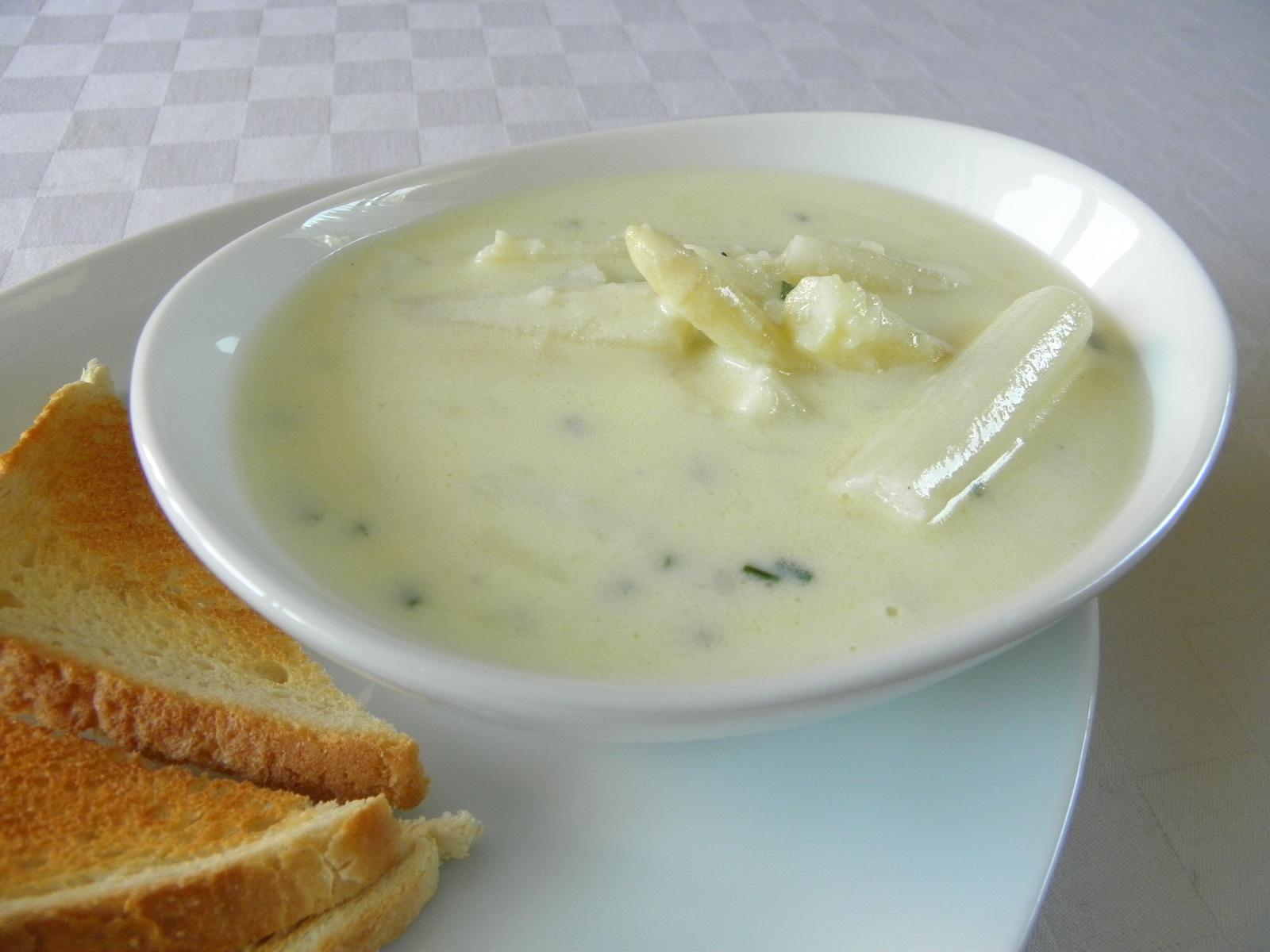 Jemná chřestová polévka se sýrem