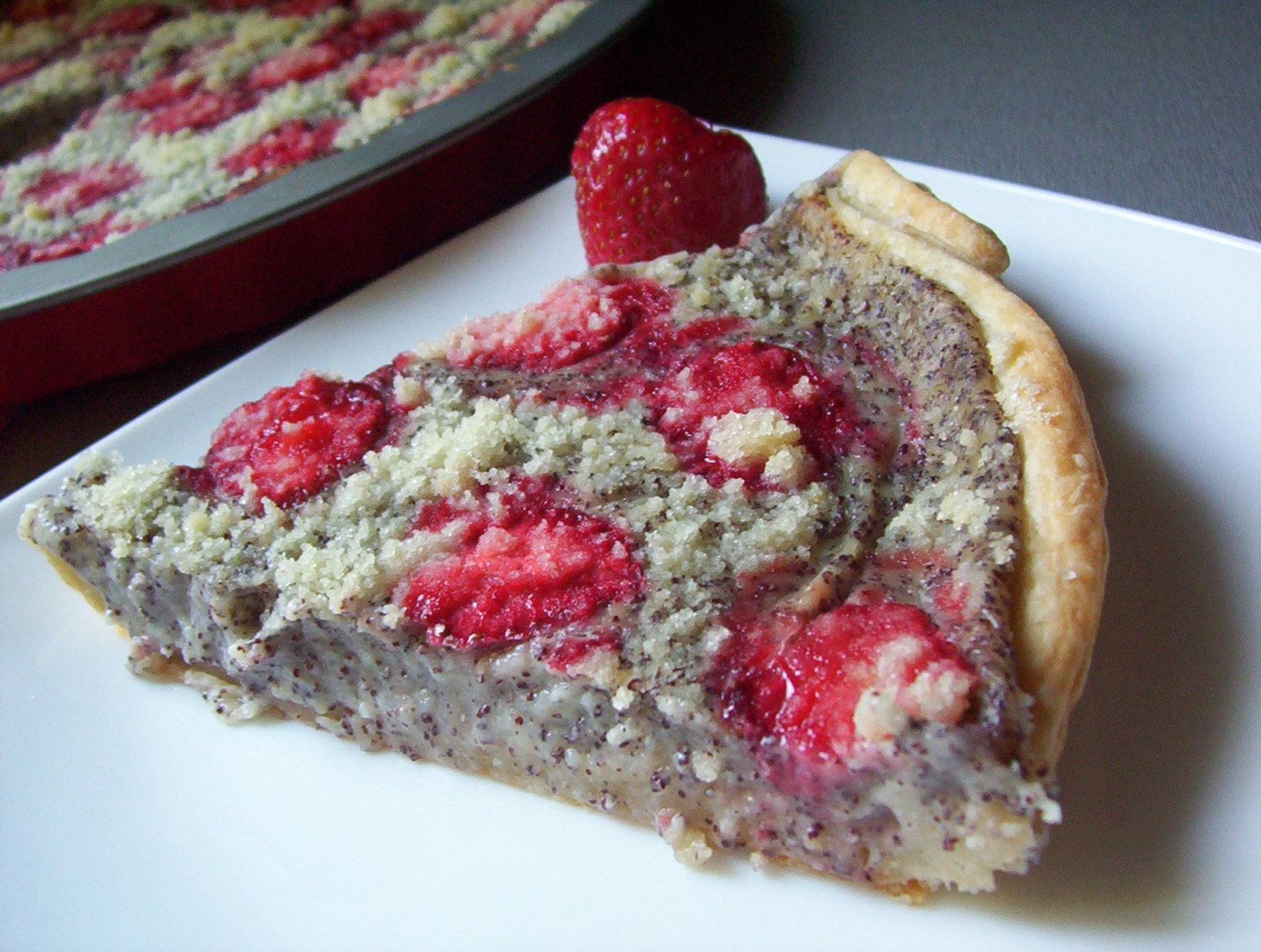 Listový koláč s jahodami a mákem