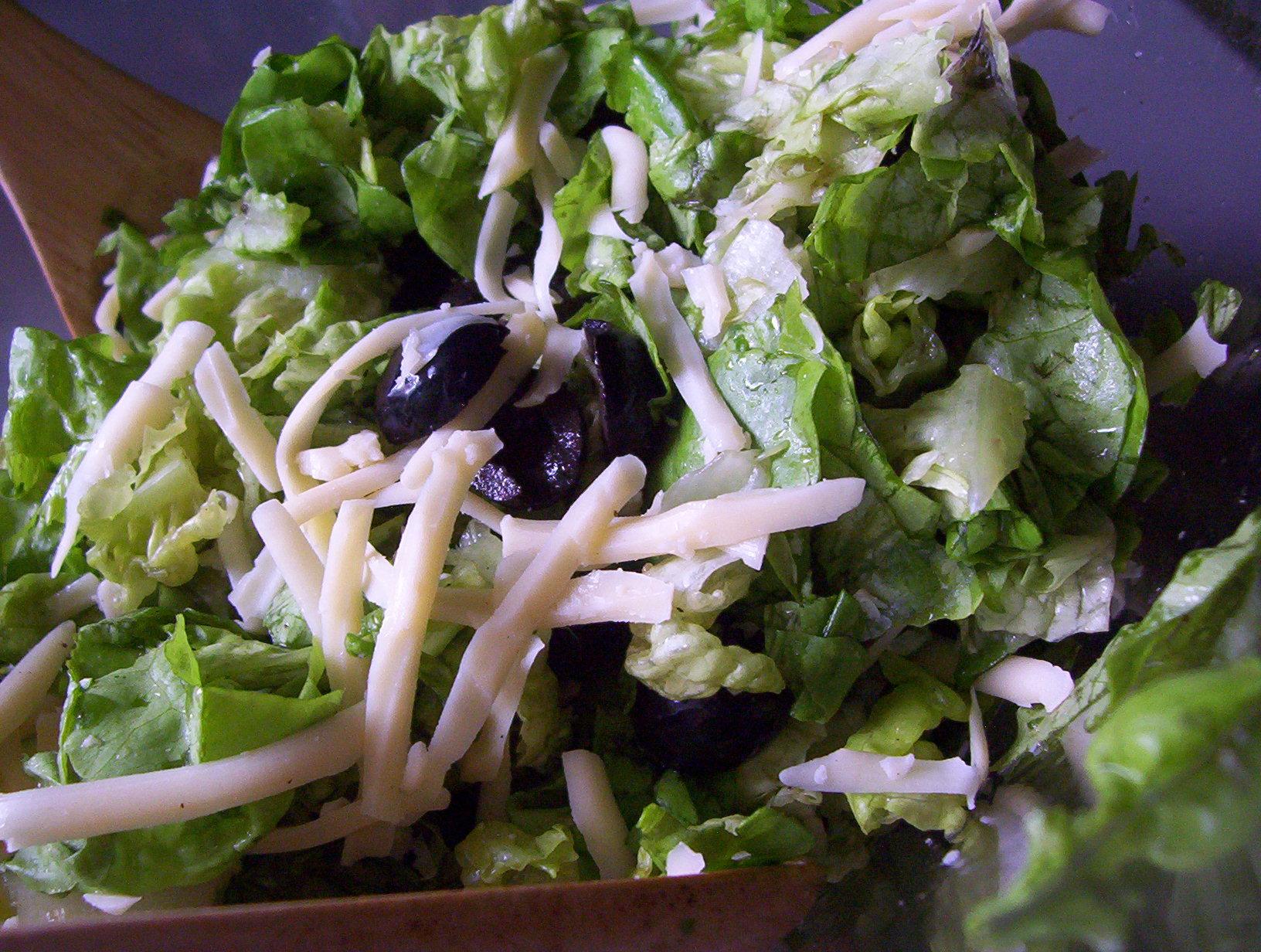 Fotografie receptu: Hlávkový salát se sýrem