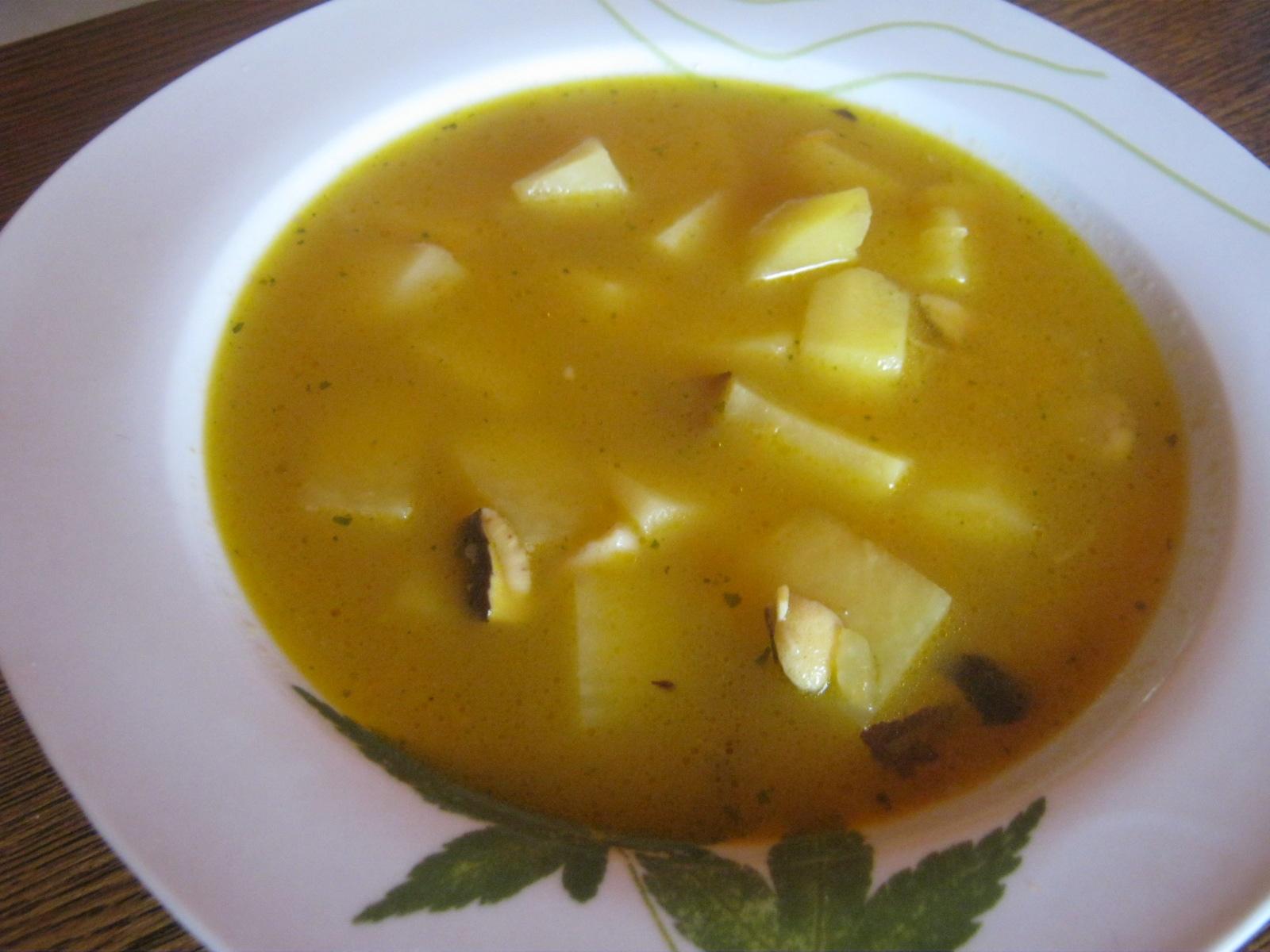 Vegetariánská houbová bramboračka