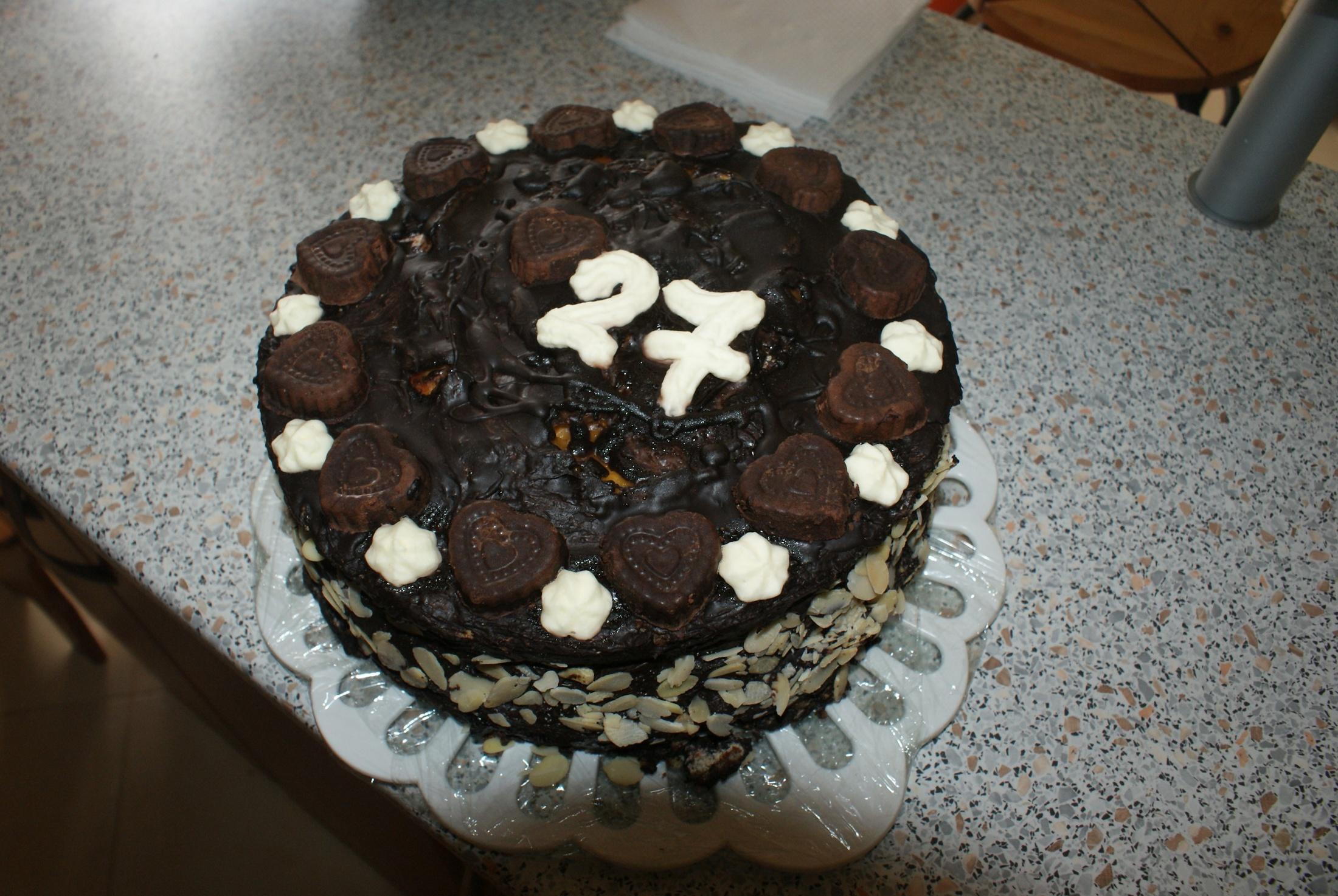 Narozeninový dort s čokoládou a ovocem