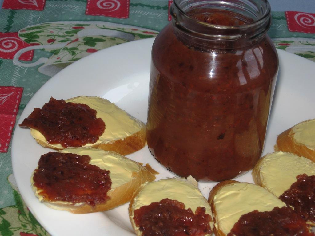 Jahodo-rybízový džem