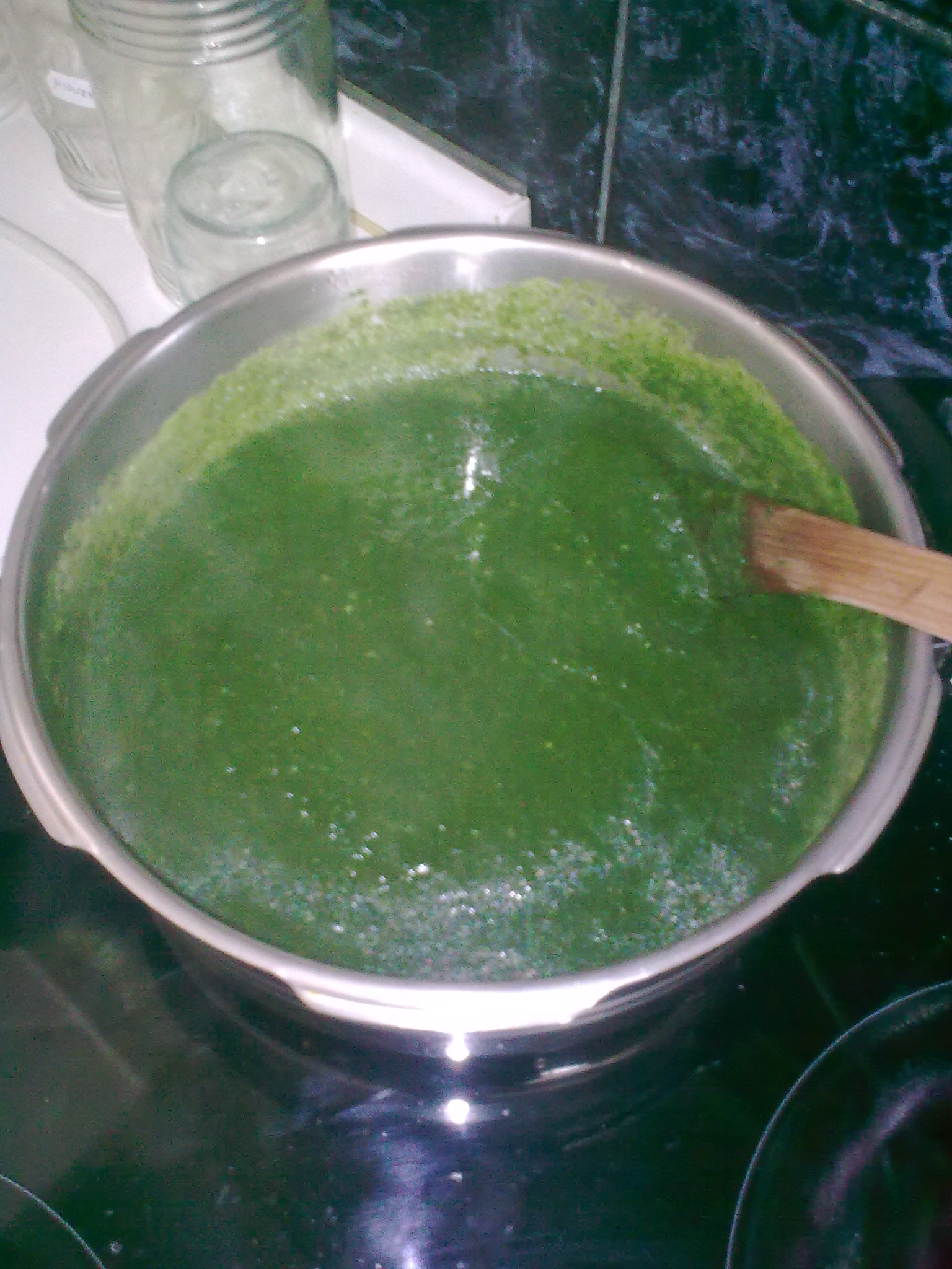 Špenátová polévka s těstovinami