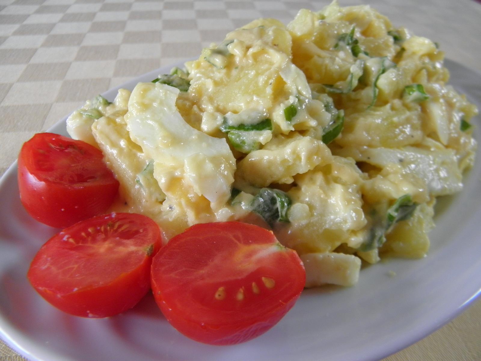 Letní bramborový salát s vejci
