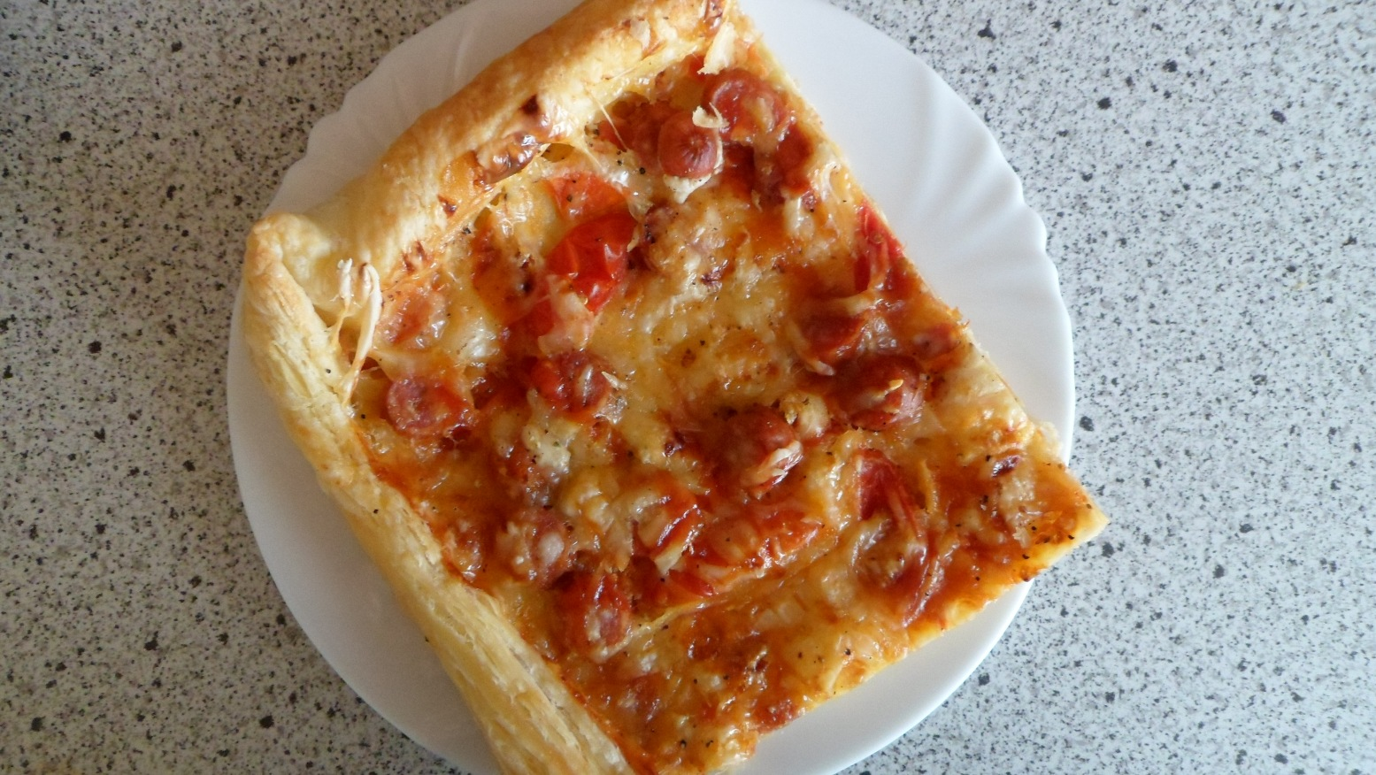 Bramborová pizza z listového těsta