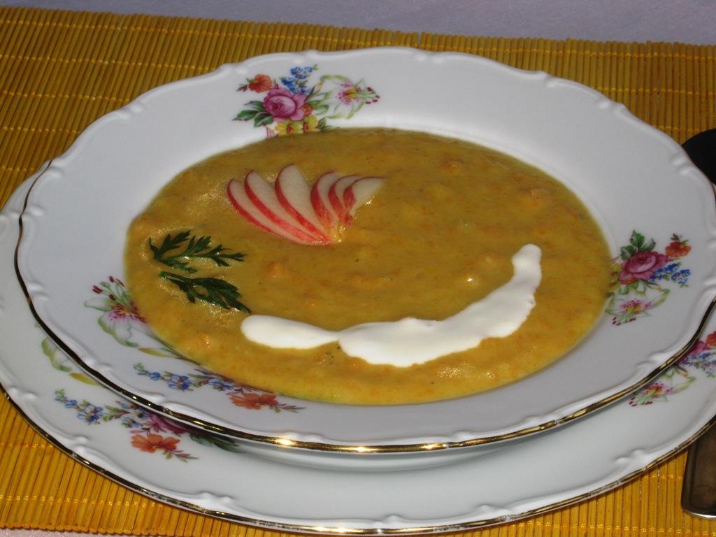 Fotografie receptu: Mrkvová polévka s jablky