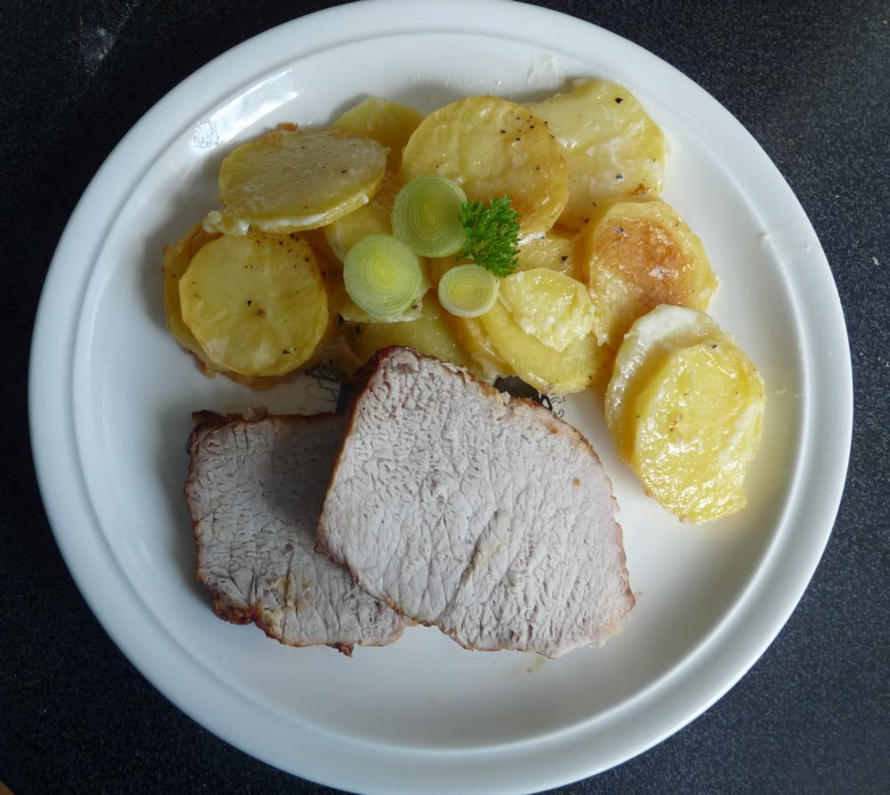 Fotografie receptu: Vepřová pečeně s gratinovanými brambory