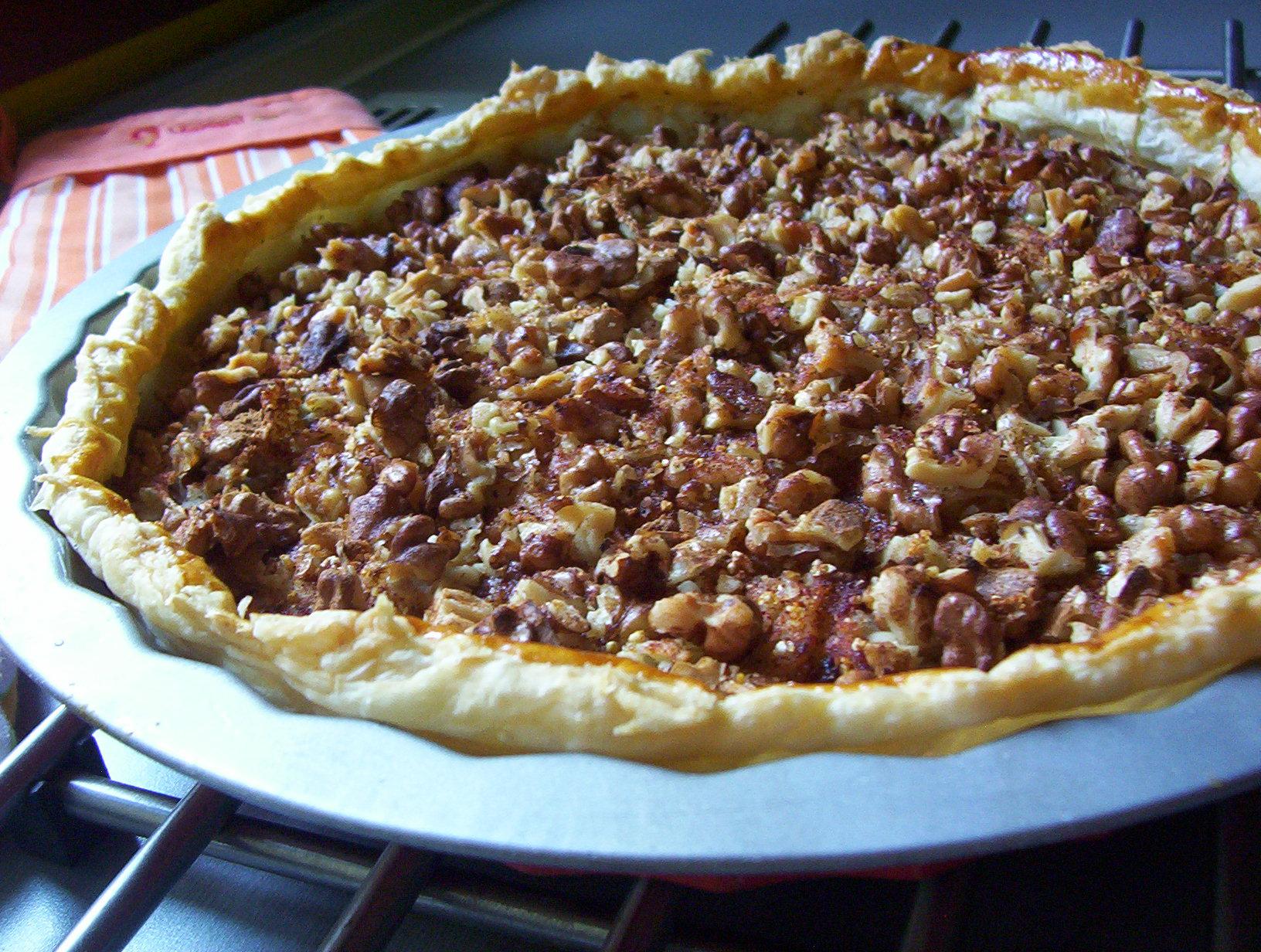 Jablkový listový koláč s ořechy