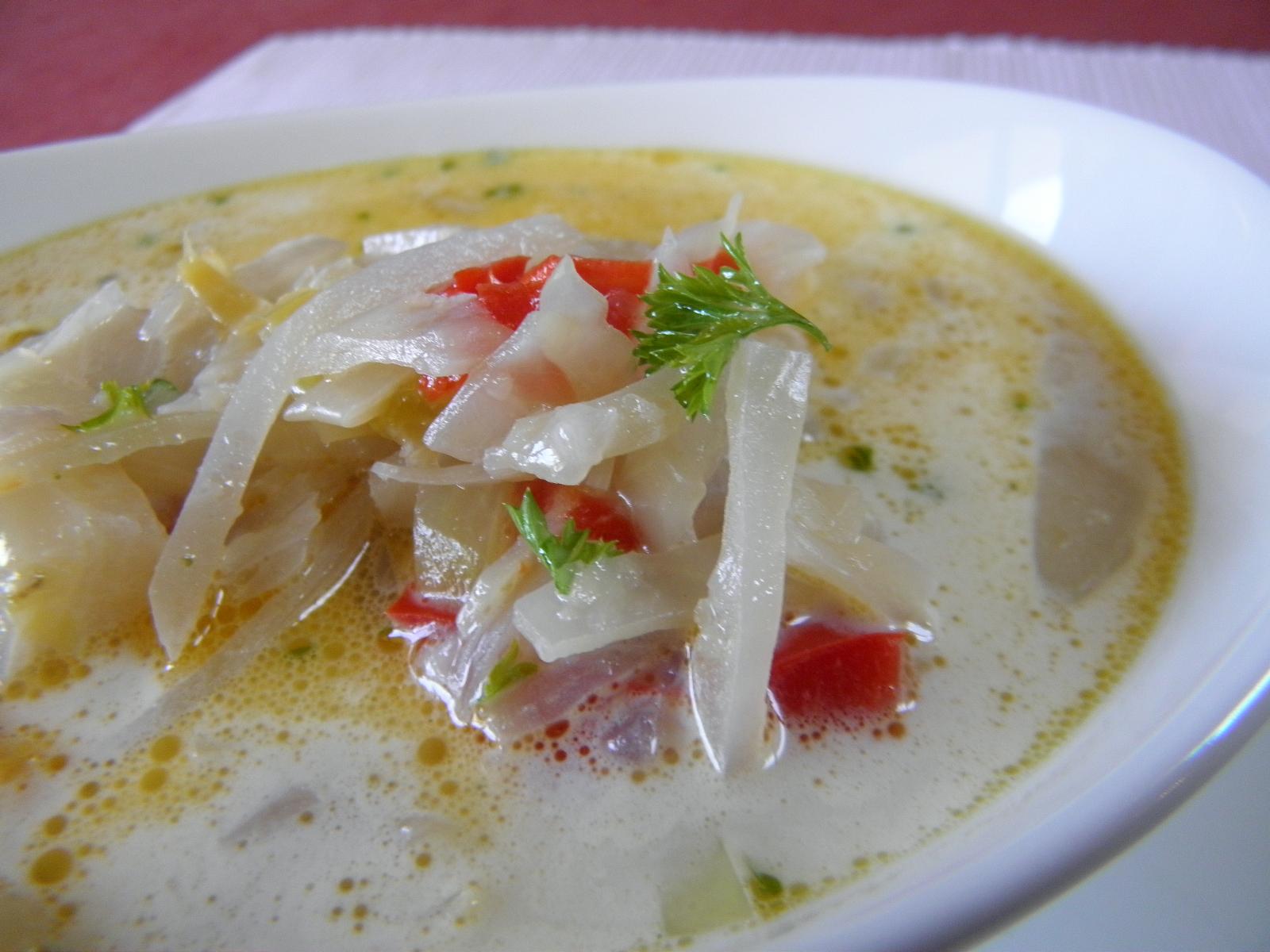 Zelná polévka s kedlubnou a paprikou