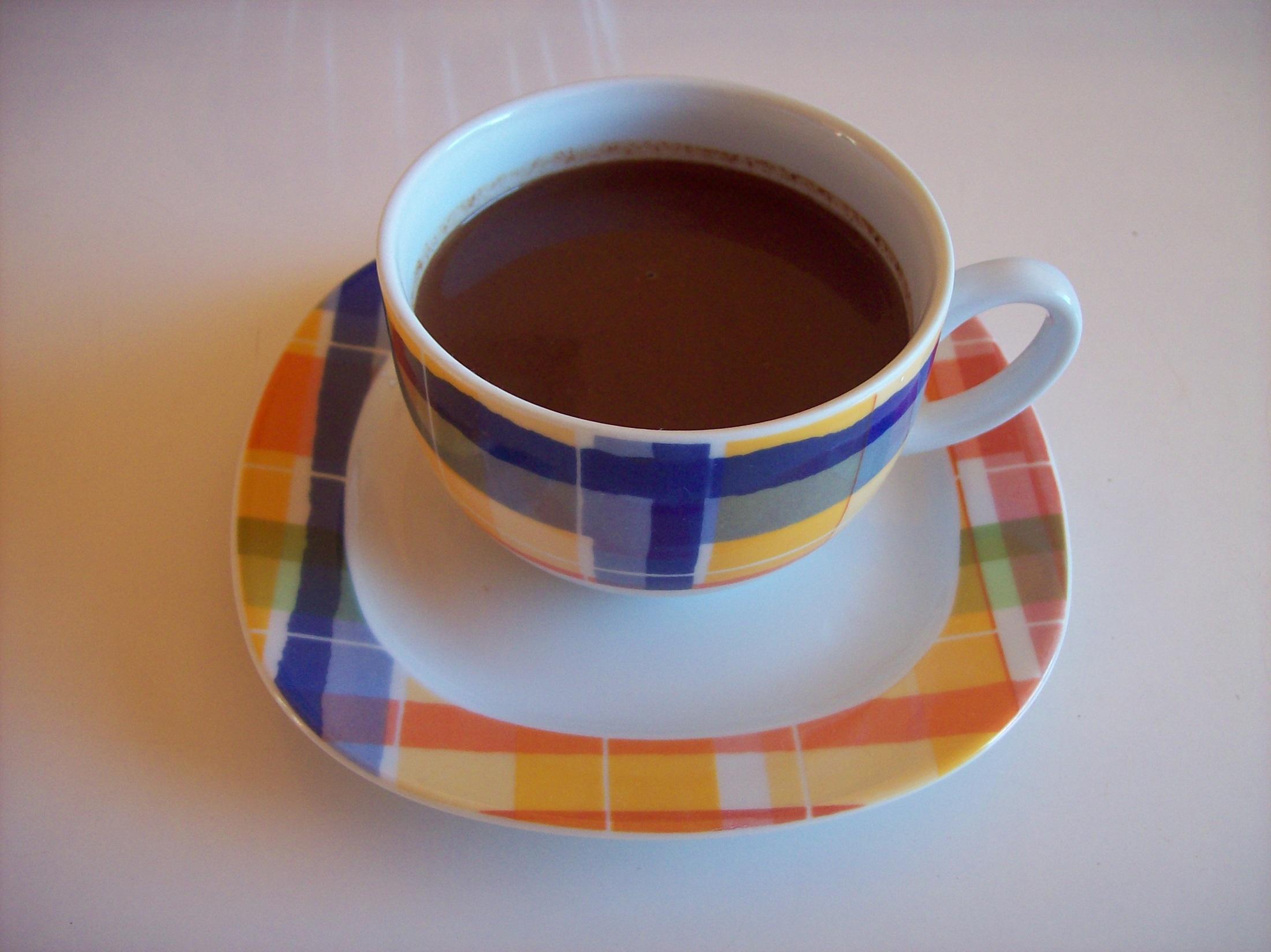 Horká čokoláda se sojovým mlékem a hnědým cukrem