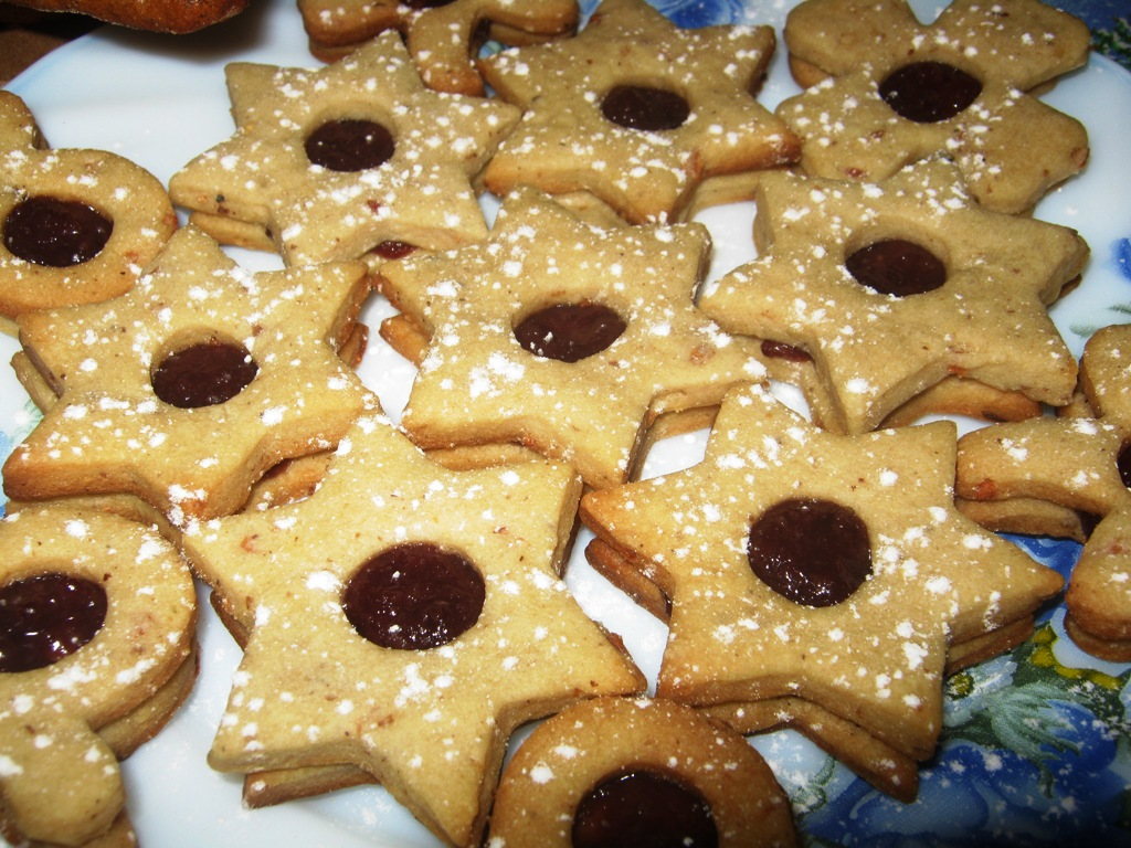 Ořechové cukroví slepované marmeládou