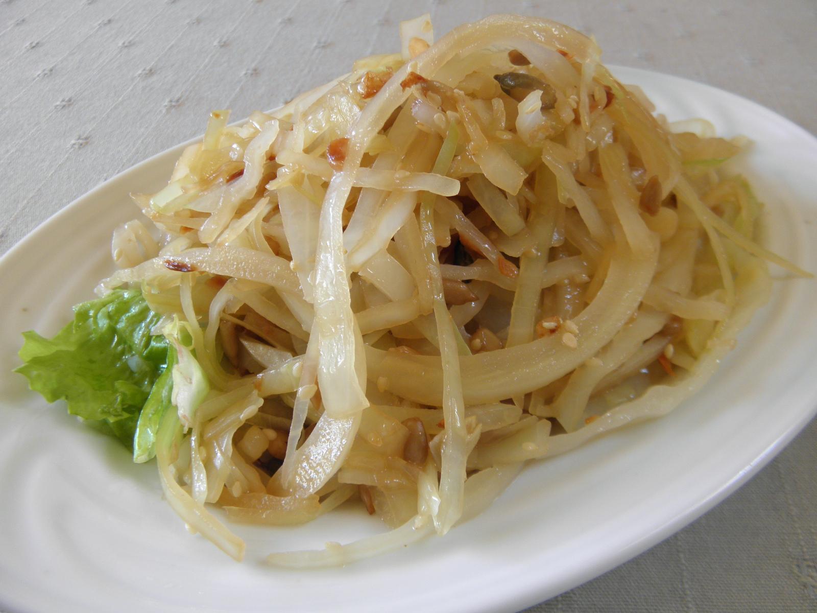 Zelný pikantní salát se semínky