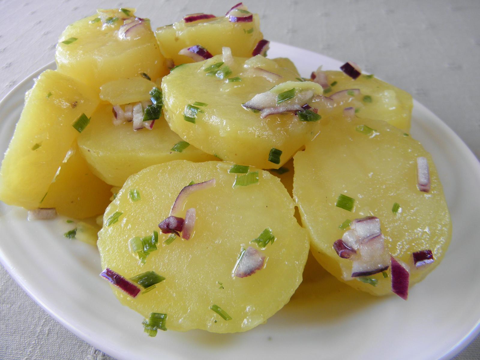 Lehký bramborový salát s pažitkou