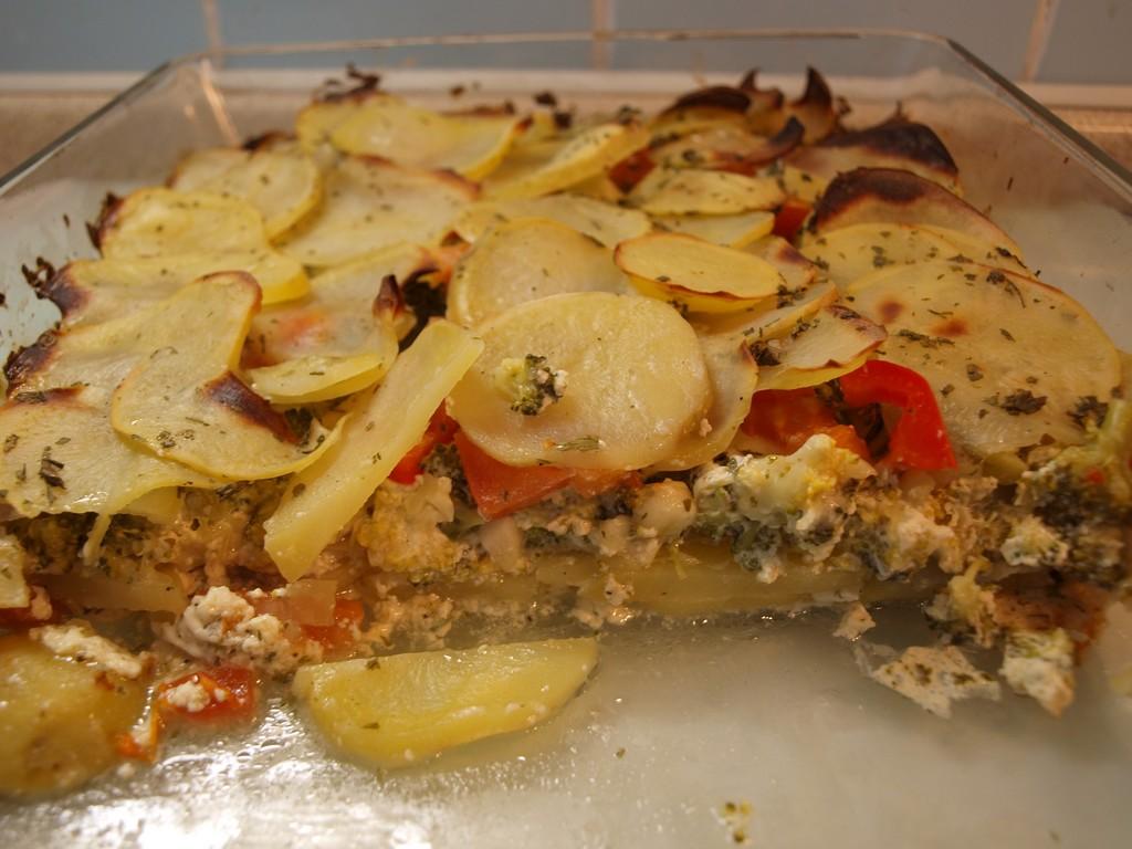 Zapečené brambory se zeleninou a mozzarellou
