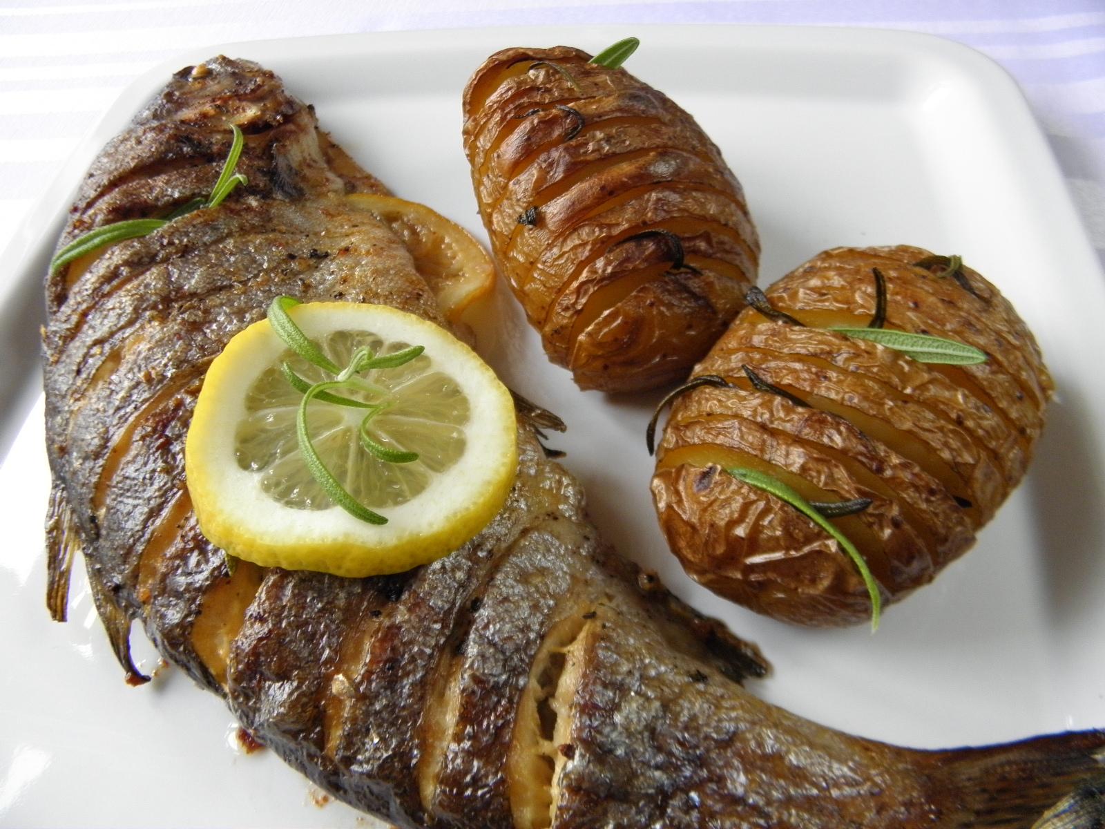 Fotografie receptu: Pečení pstruzi na másle a bylinkách
