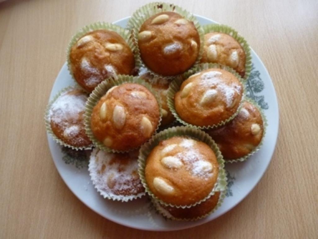 Mandlové muffiny se zakysanou smetanou