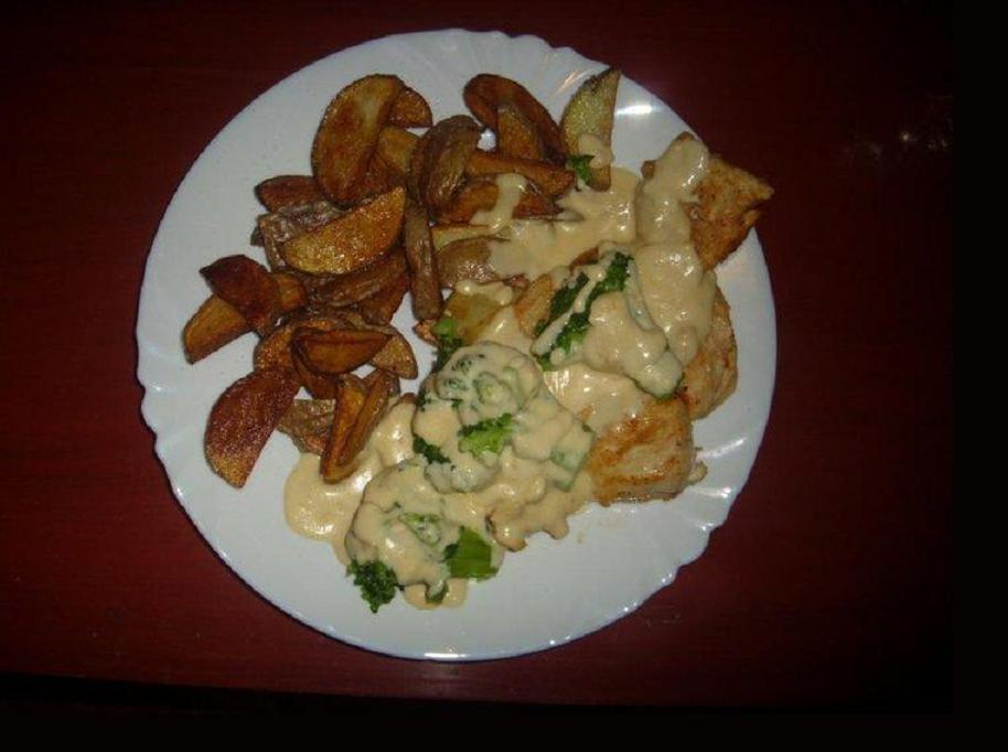Fotografie receptu: Zaváté kuře s brokolicí a plátky hermelínu