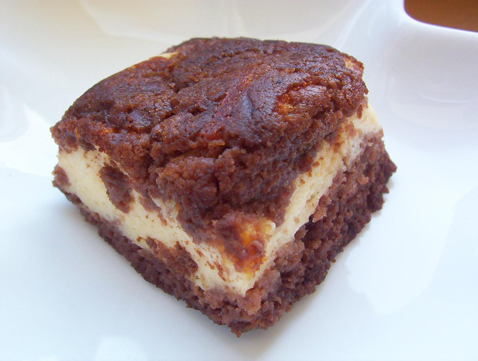 Kakaový strouhaný koláč s tvarohem