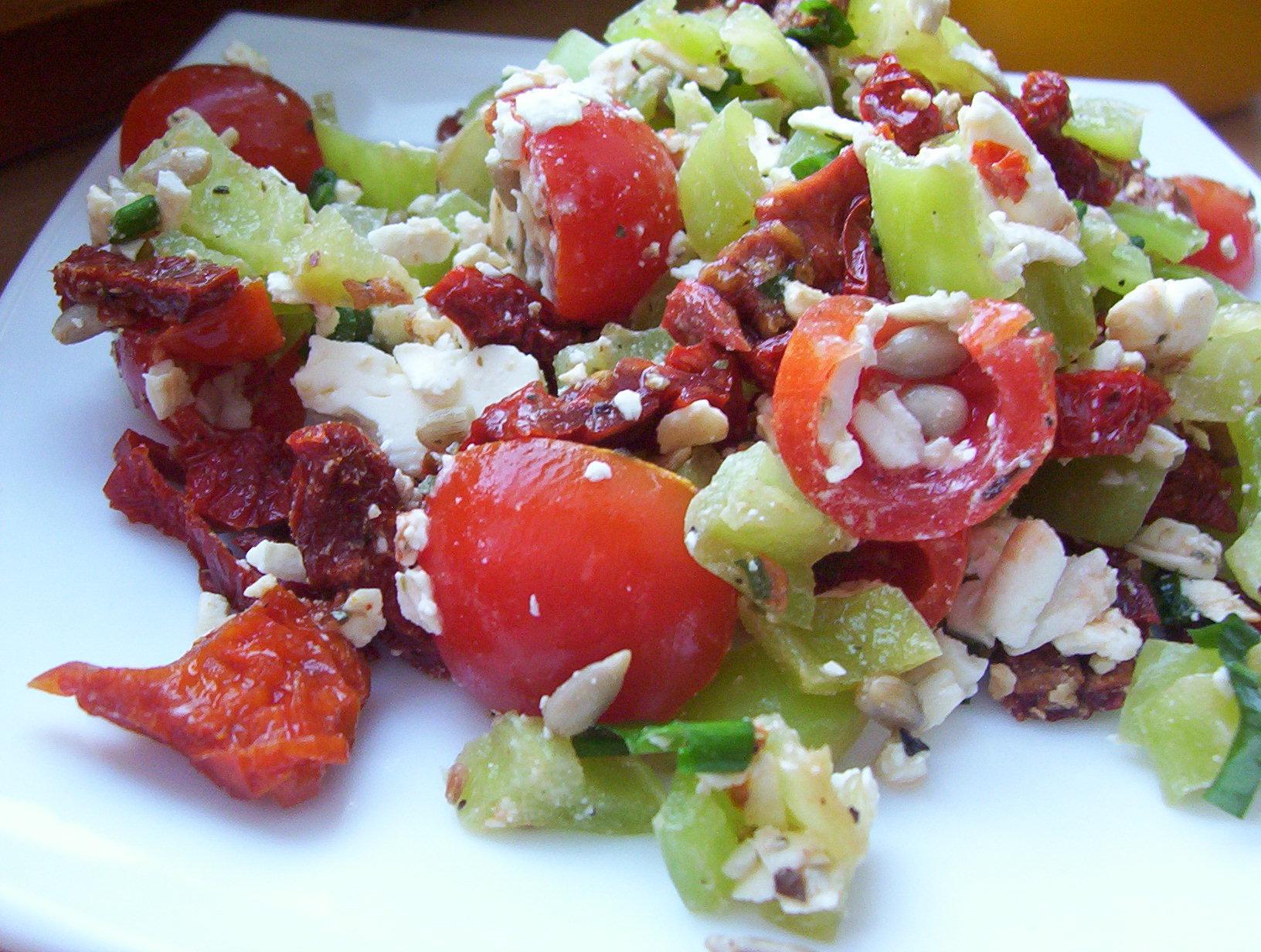 Fotografie receptu: Zeleninový salát se sušenými rajčaty