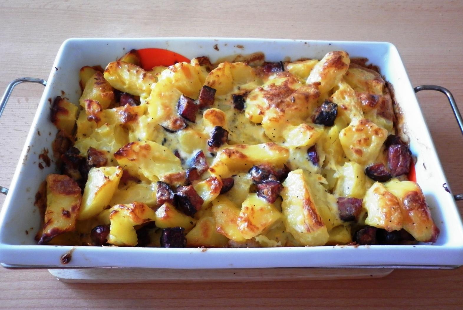 Fotografie receptu: Zapékané brambory s domácí klobáskou
