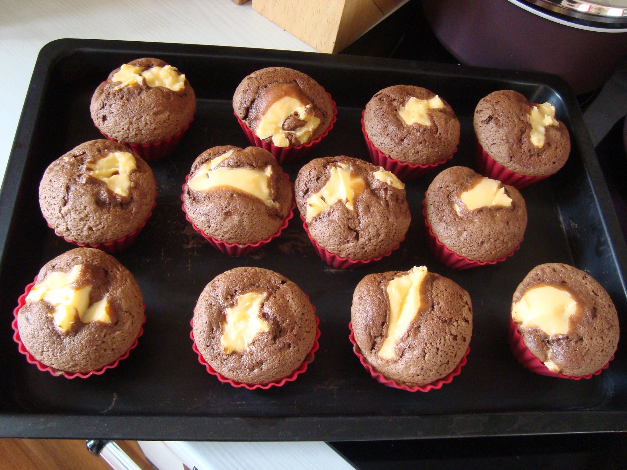 Dvoubarevné plněné muffiny