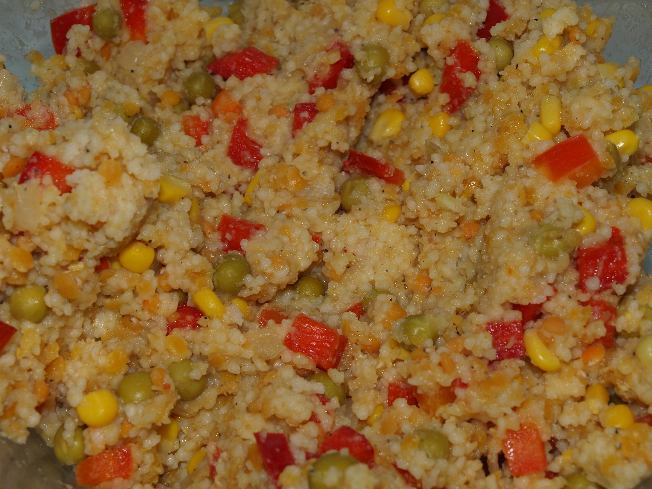 Zeleninový kuskus s červenou čočkou