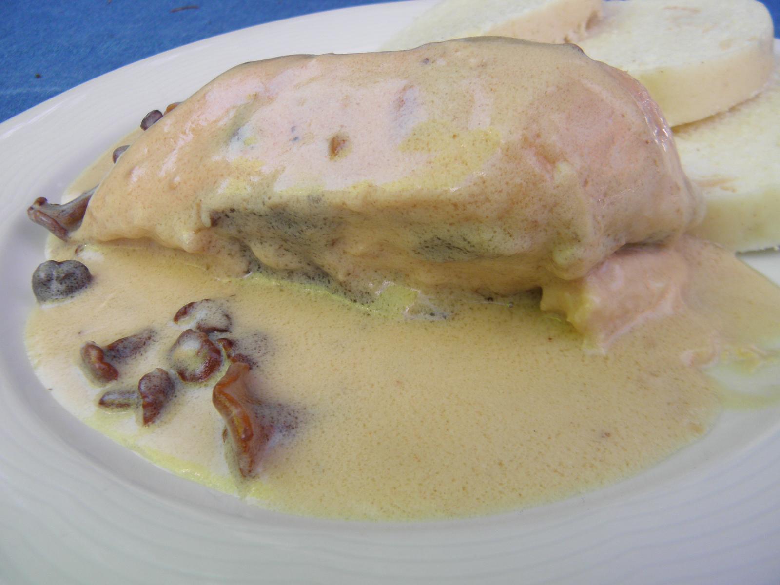 Fotografie receptu: Kuře na houbách se smetanovou omáčkou