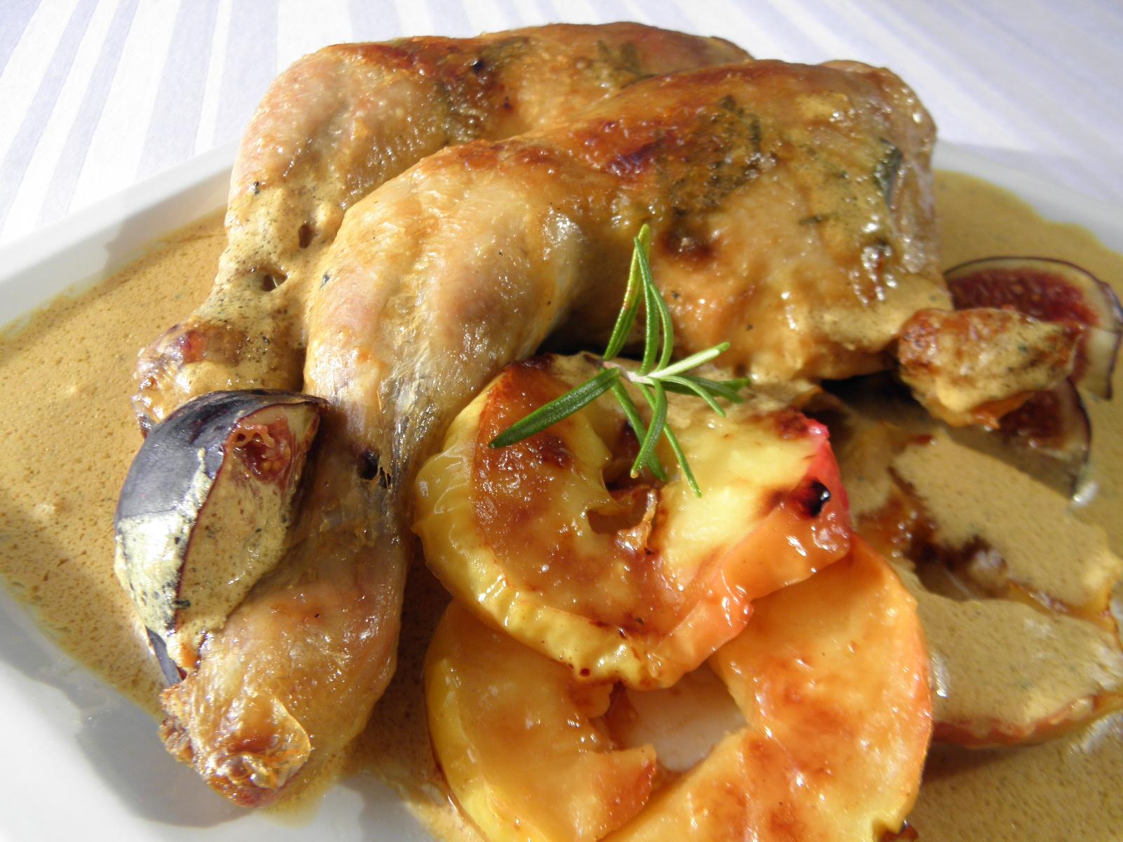 Pečená kuřecí stehna s jablky