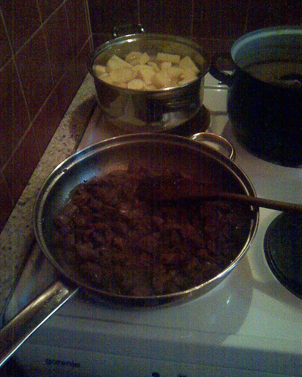 Fotografie receptu: Listový závin se srnčím masem a houbami