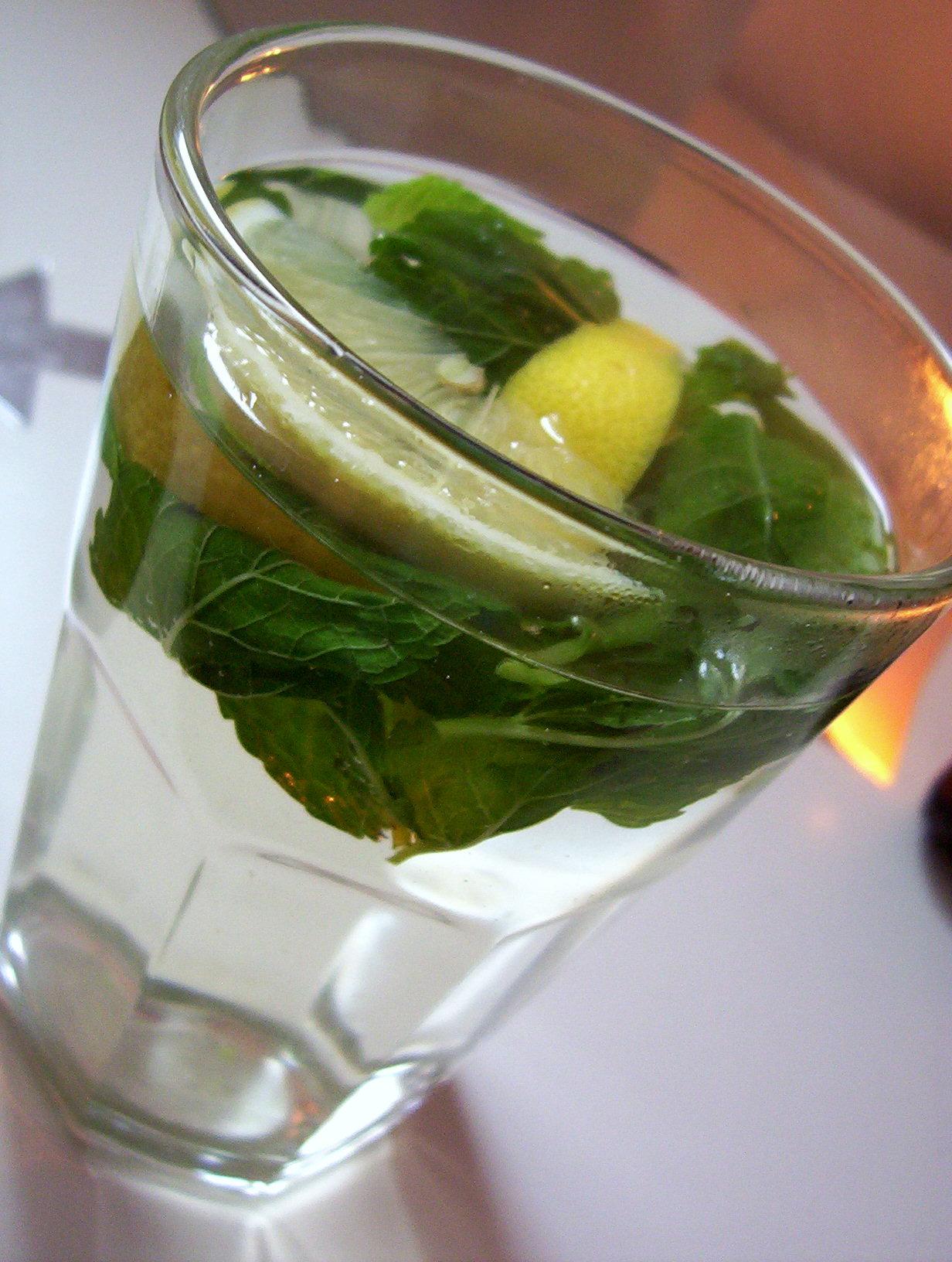 Fotografie receptu: Mátový čaj s citronem