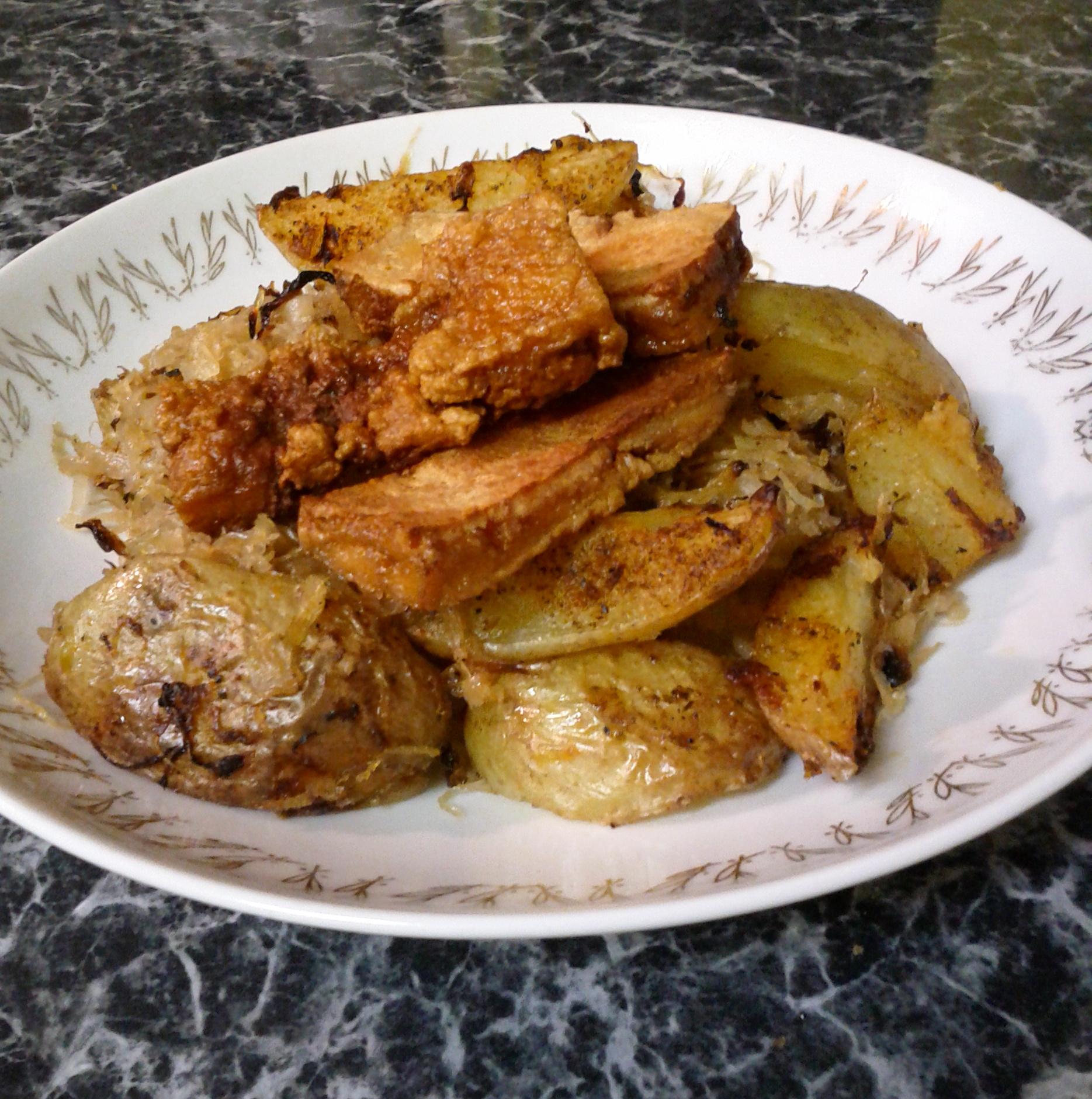 Fotografie receptu: Pečené brambory s kysaným zelím a tofu