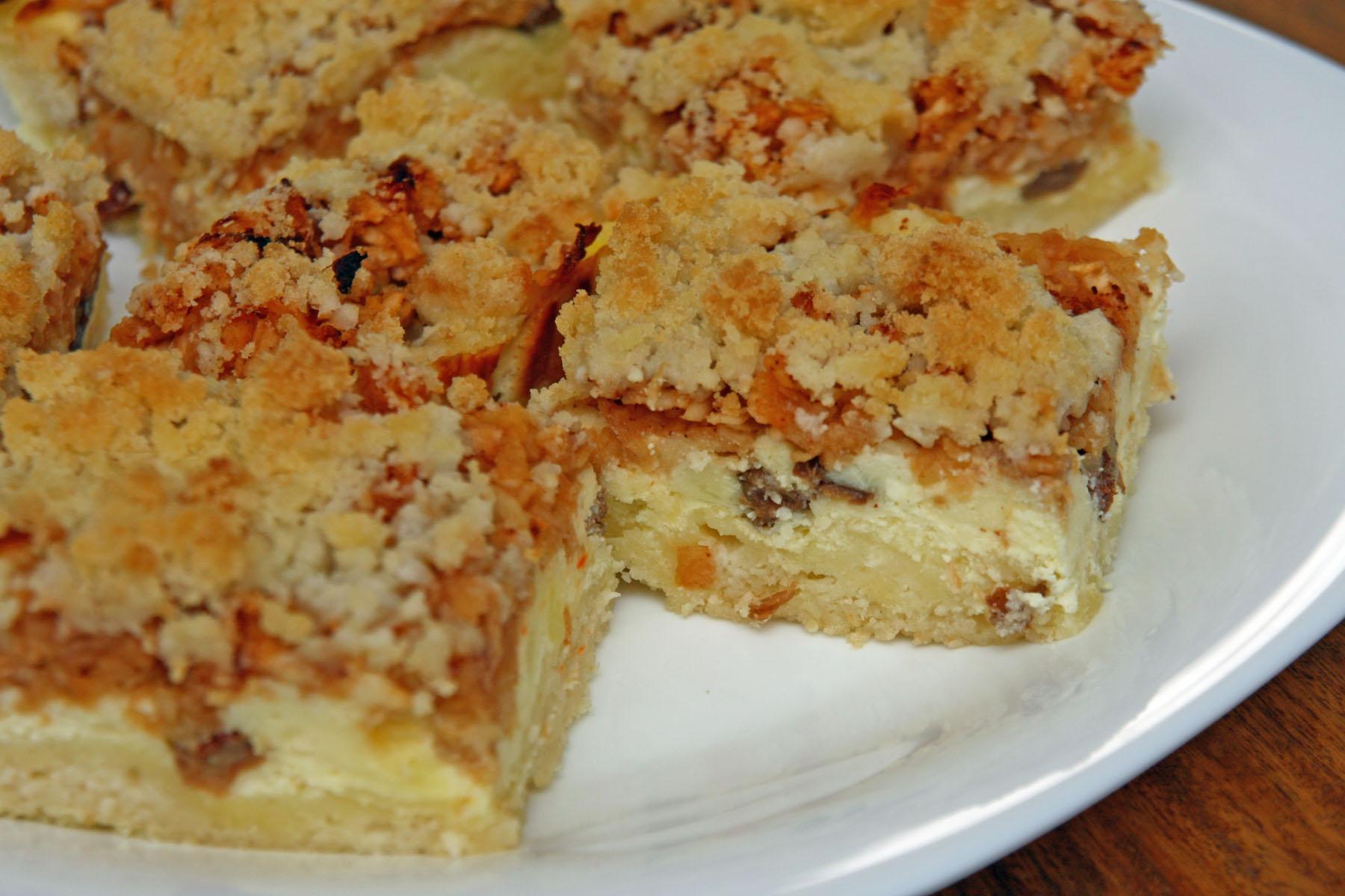 Drobenkový koláč s tvarohem a jablky
