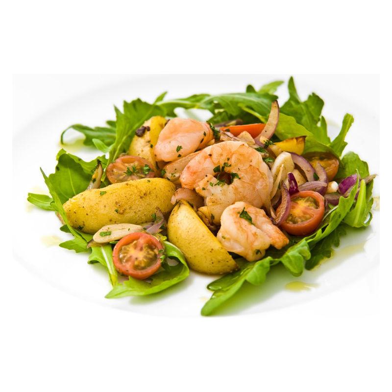 Teplý krevetový salát s červenou cibulí a mladými brambory Grenaille