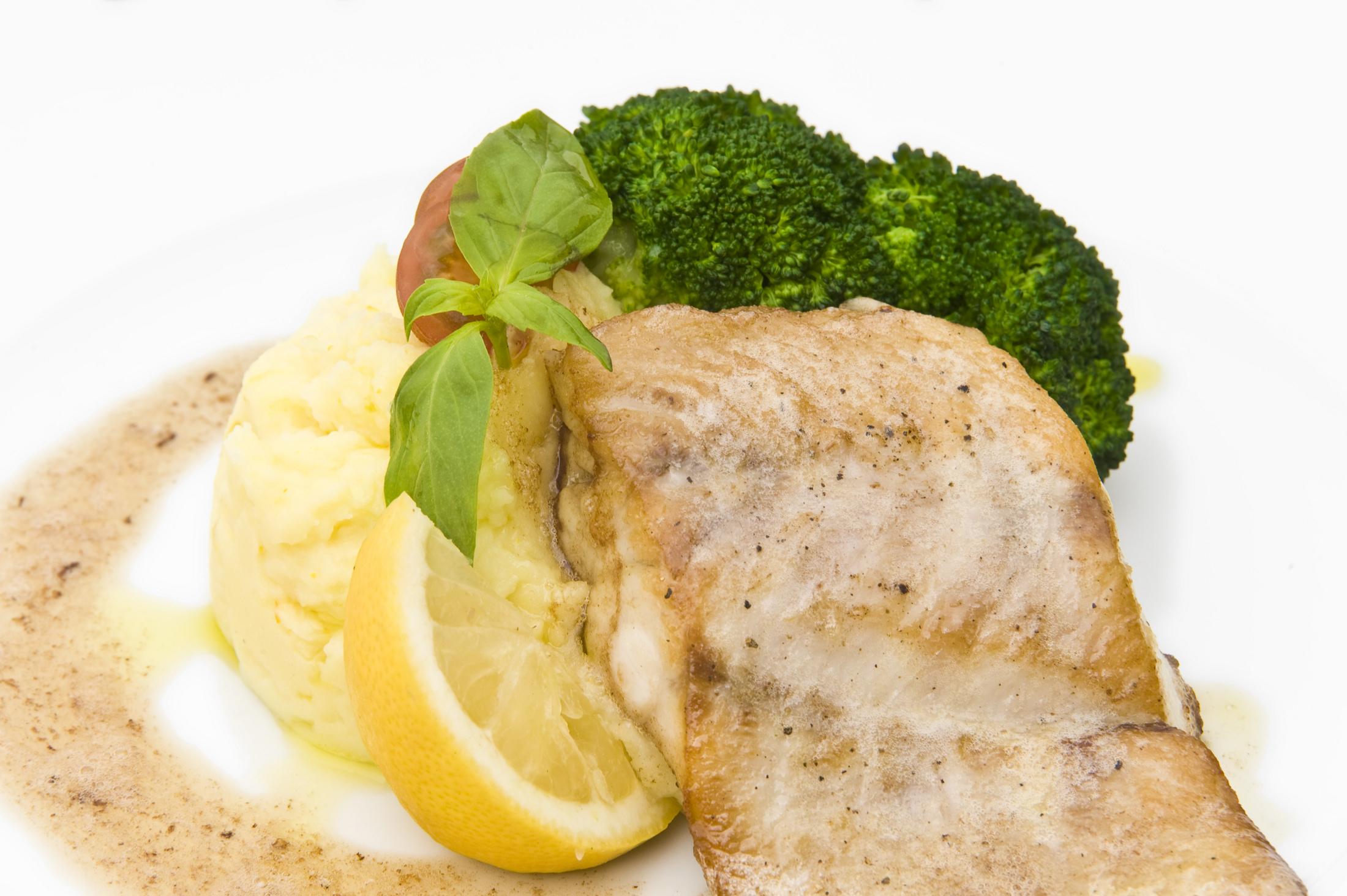 Fotografie receptu: Filet z candáta pečený s máslovou omáčkou a bramborovo-pomerančovým pyré