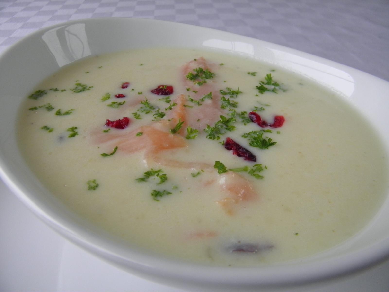 Krémová polévka s uzeným lososem