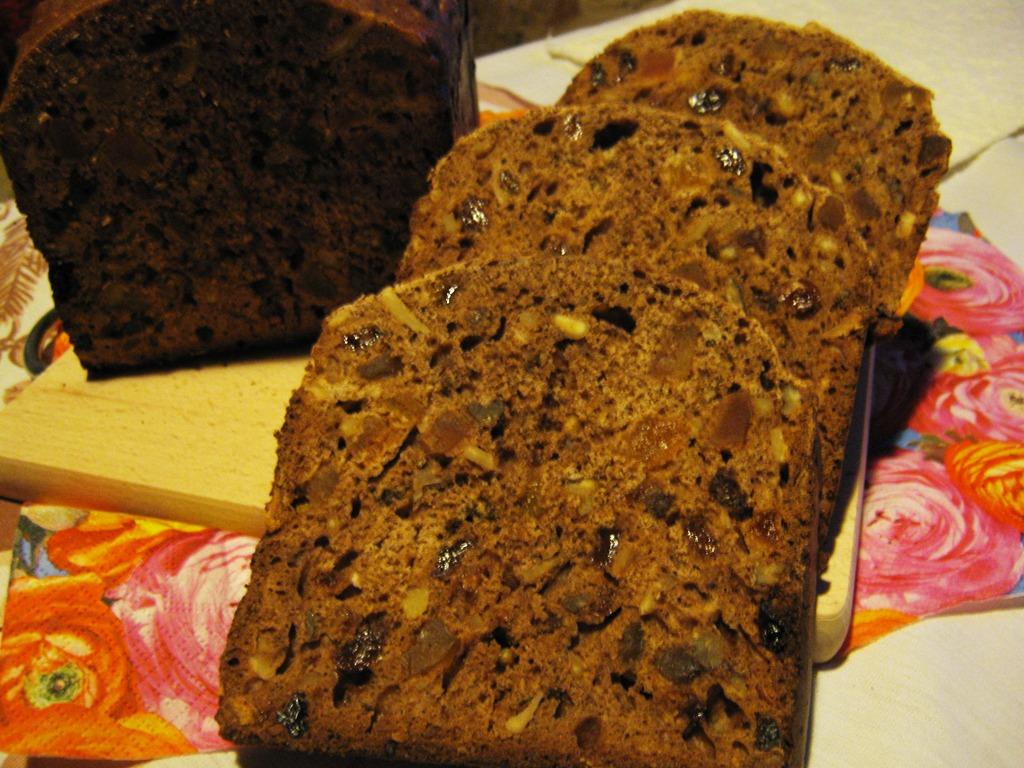 Sladký chleba z domácí pekárny