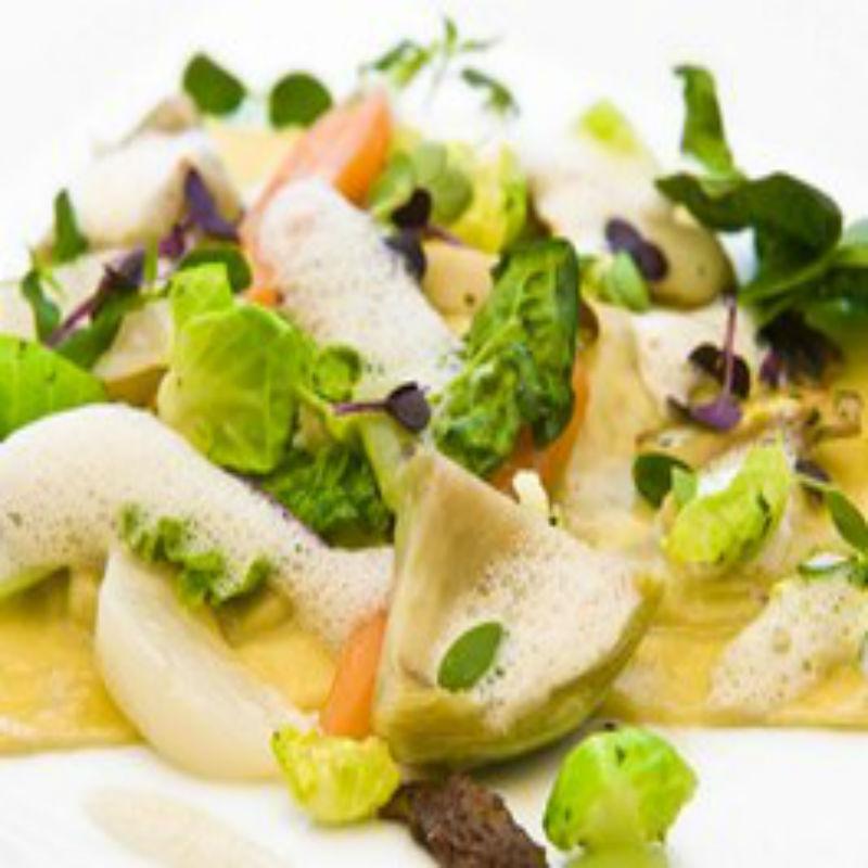 Fotografie receptu: Taštičky z nudlového těsta plněné čerstvým sýrem a restovanou zeleninou s houbami