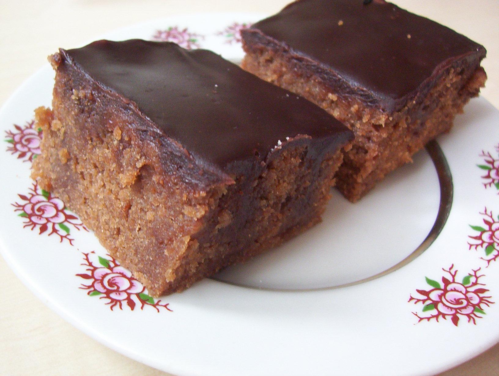 Čokoládový dírkovaný koláč
