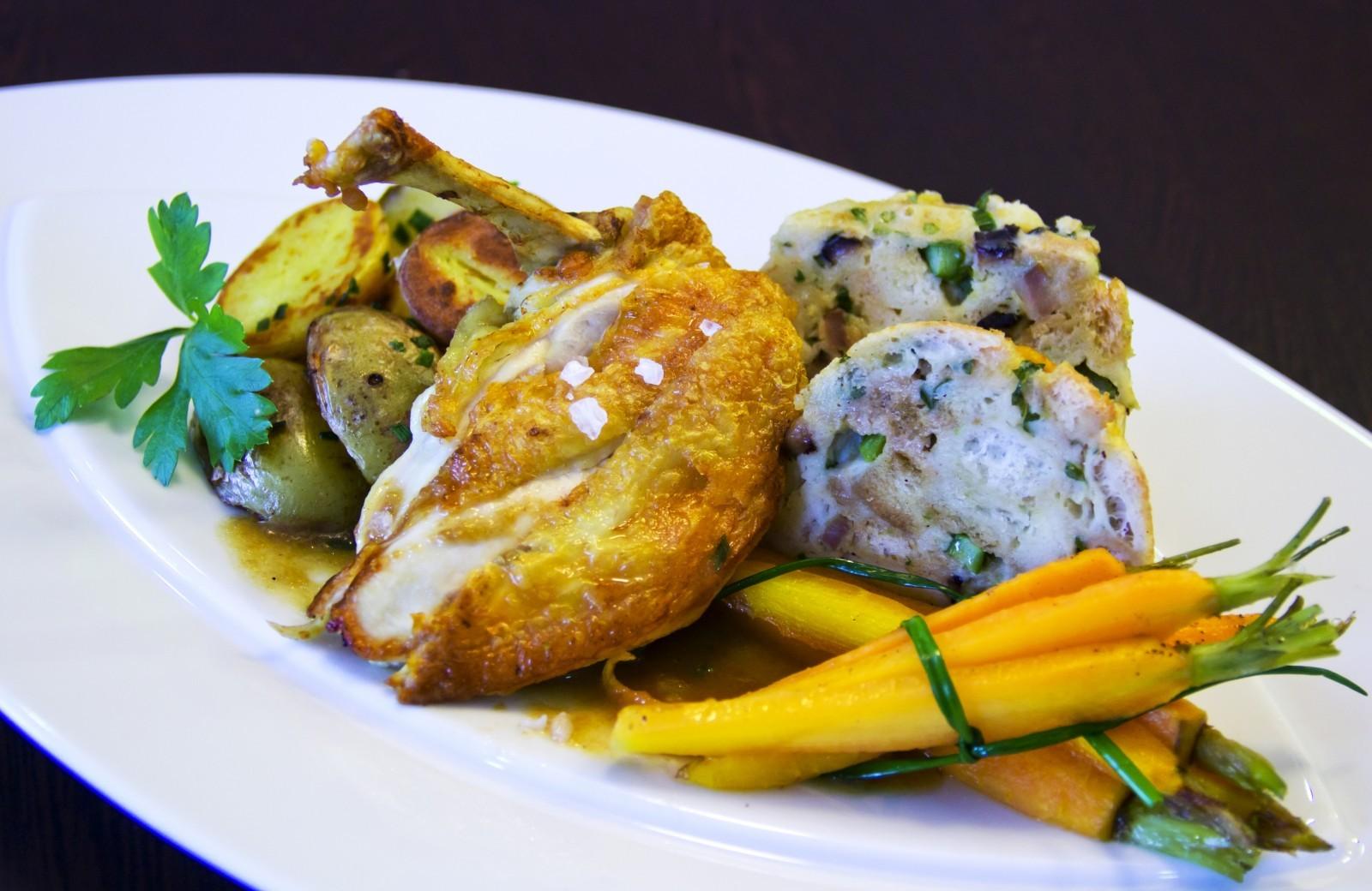Fotografie receptu: Kukuřičné kuře pečené s jarní nádivkou