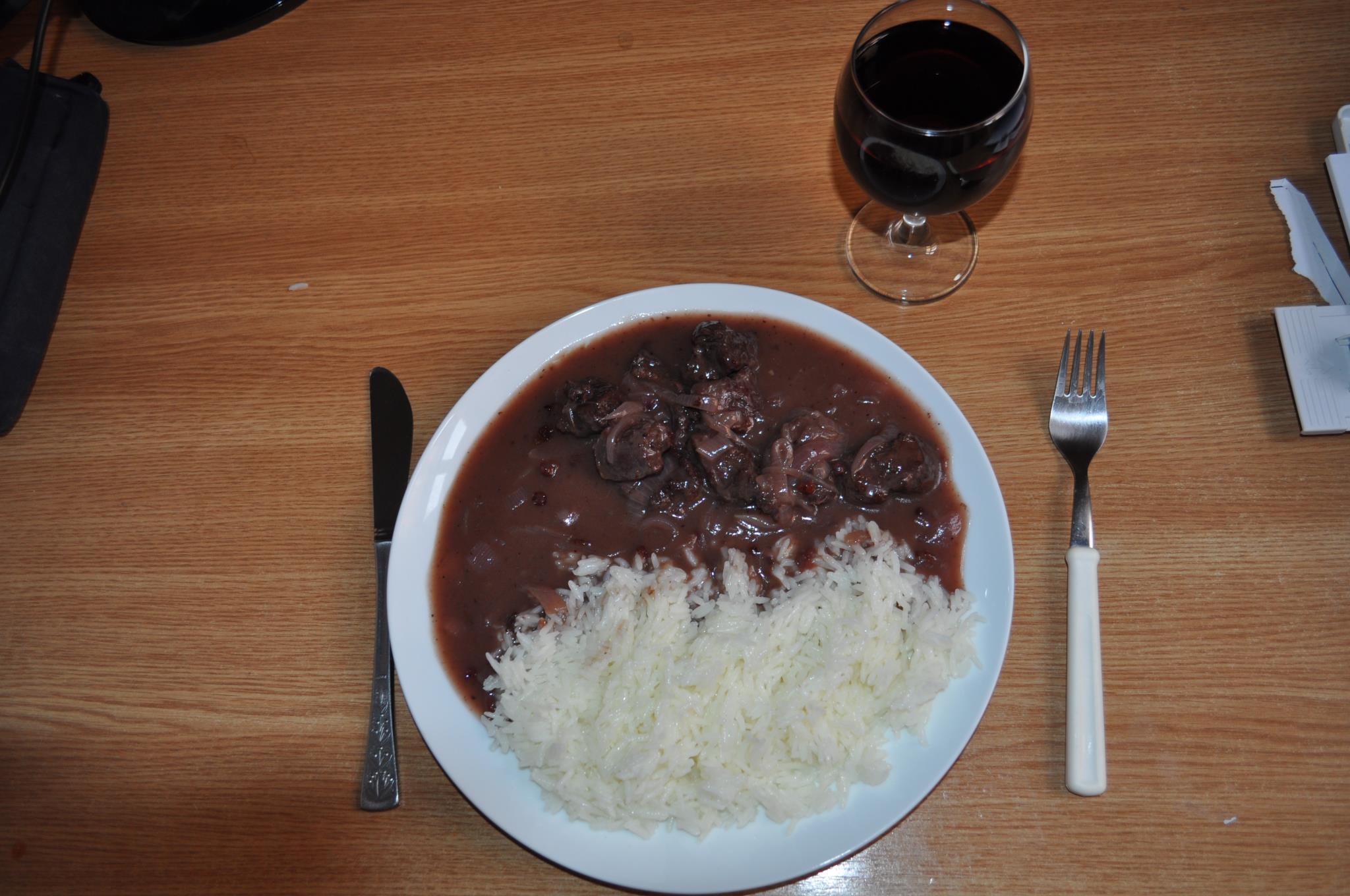 Fotografie receptu: Hovězí na červeném víně s brusinkami