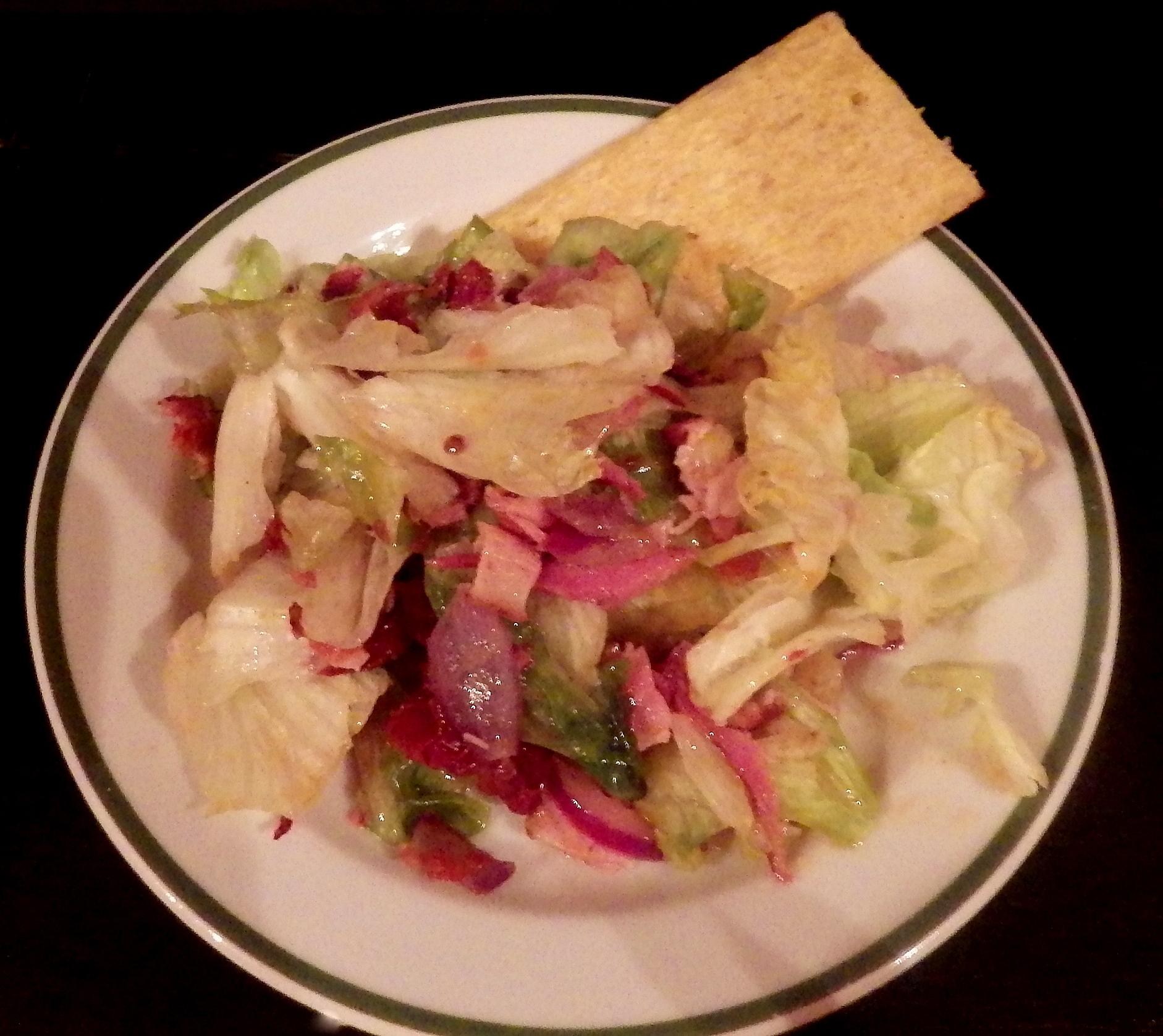 Vynikající ledový salát se šunkou a šalotkou