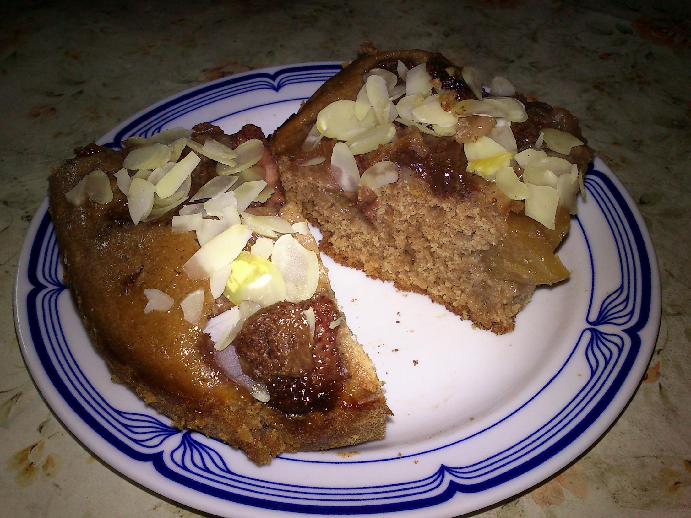 Fotografie receptu: Buchta bez mléka a vajec s ovocem