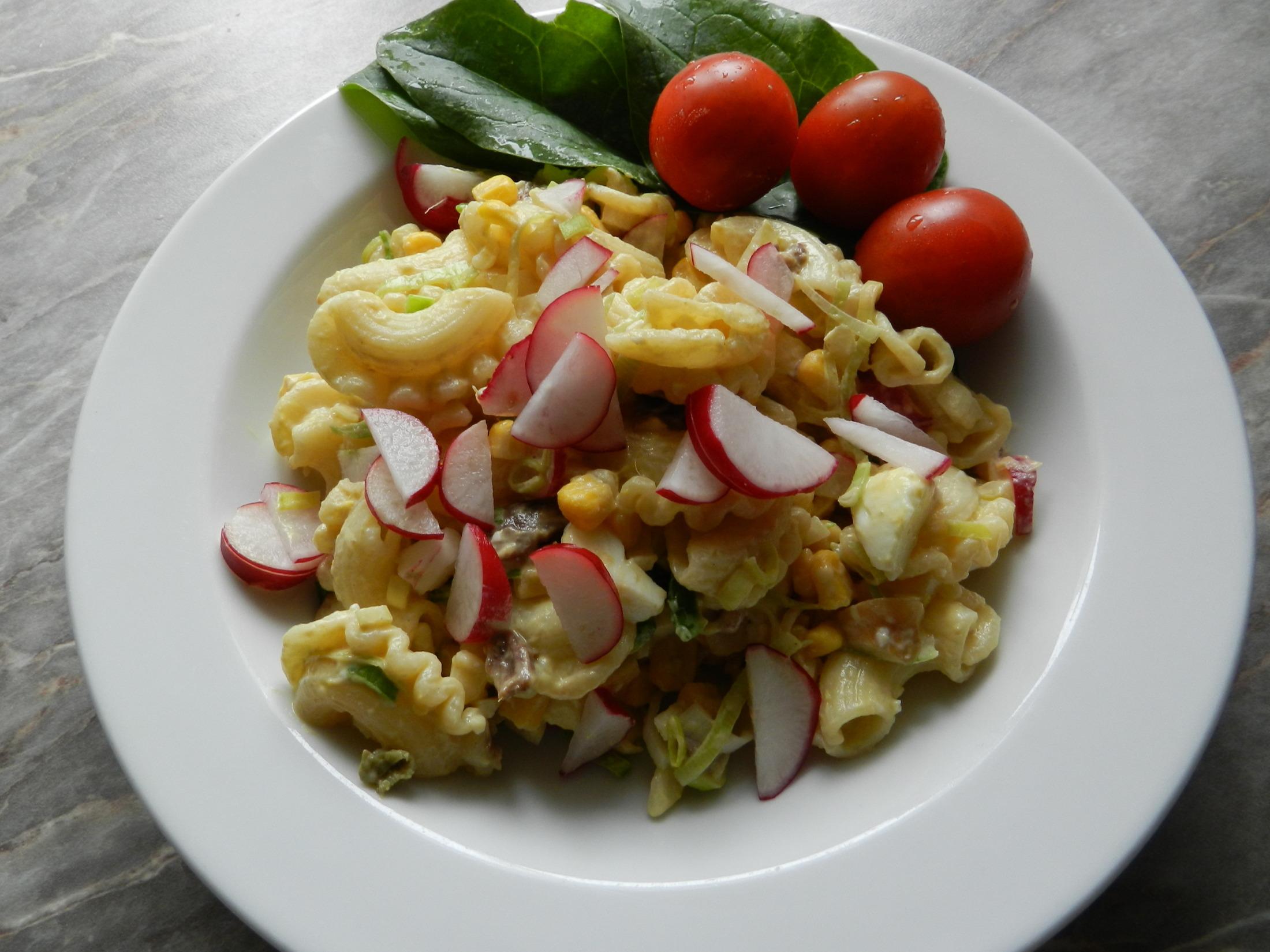Fotografie receptu: Těstovinový salát se sardelovými očky