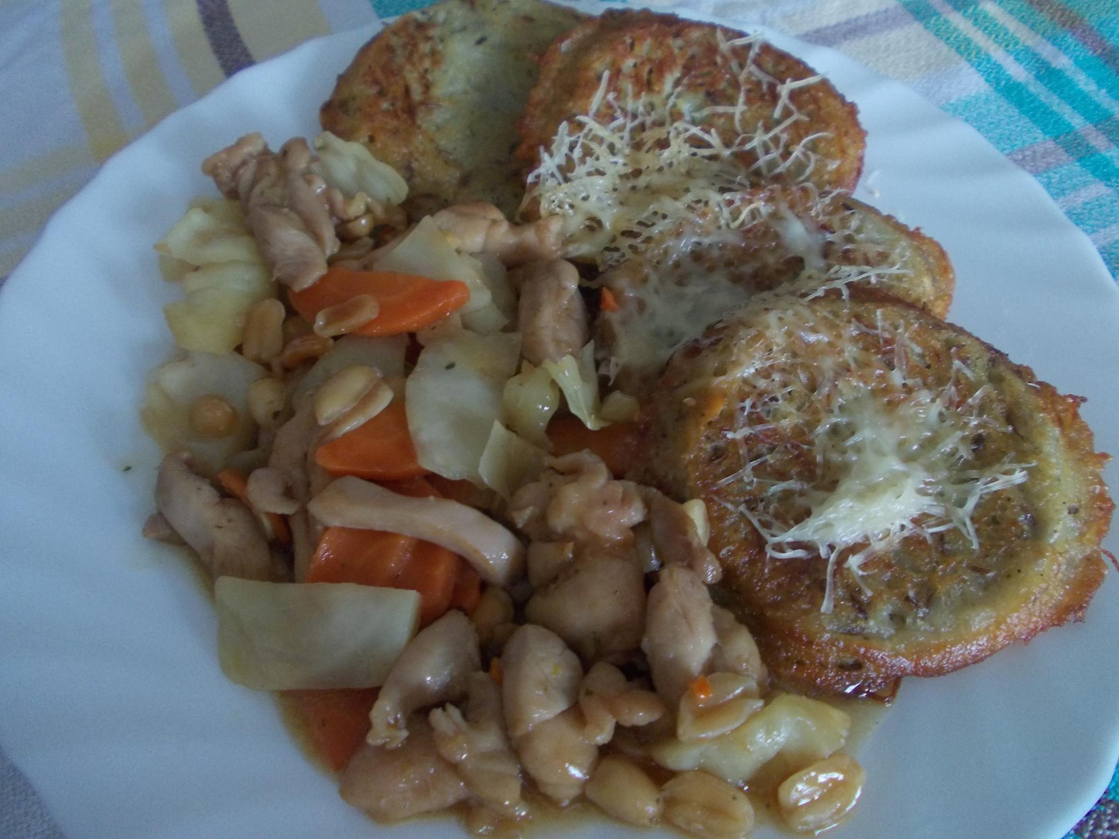 Kuřecí kung-pao s bramborovými placičkami