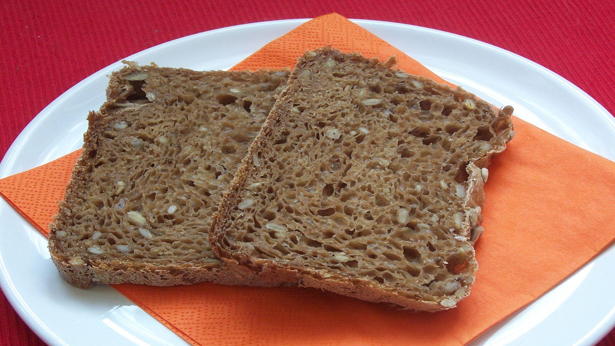 Slunečnicový chléb z domácí pekárny