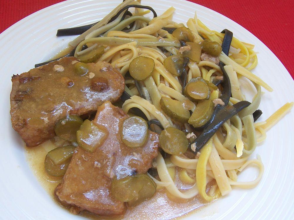 Fotografie receptu: Vepřová pečeně s okurkovou omáčkou