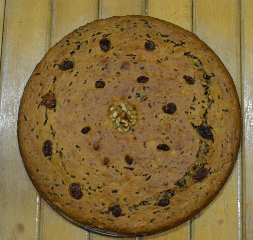 Fotografie receptu: Banánovo-čokoládový koláč s ořechy a sušenými švestkami